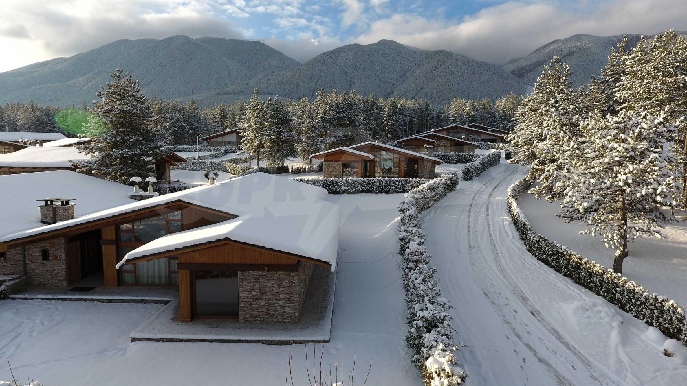 Нов квартал с луксозни къщи в голф-комплекс 7