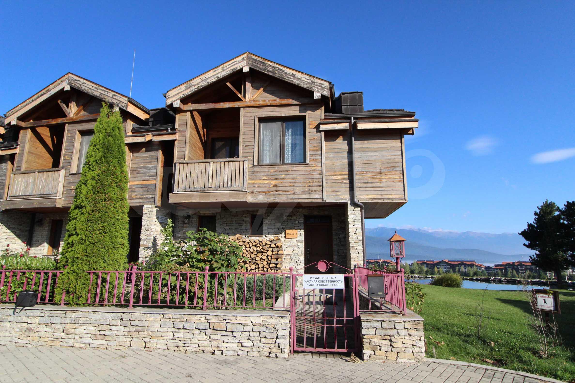 Двуетажна къща със стилен интериор в затворен голф комплекс, между градове Банско и Разлог 1