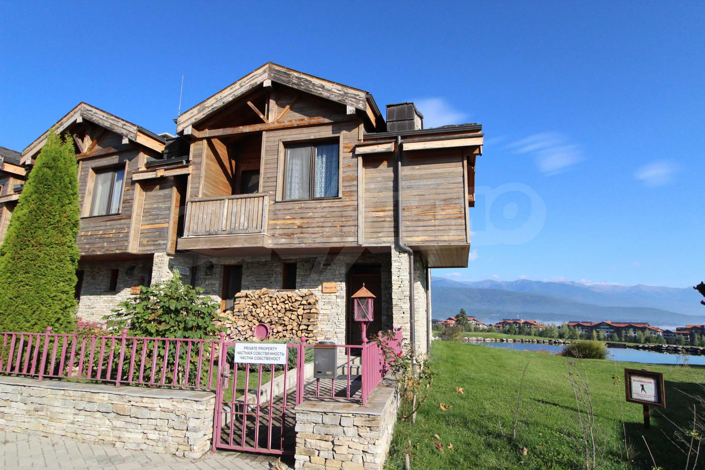 Двуетажна къща със стилен интериор в затворен голф комплекс, между градове Банско и Разлог 2