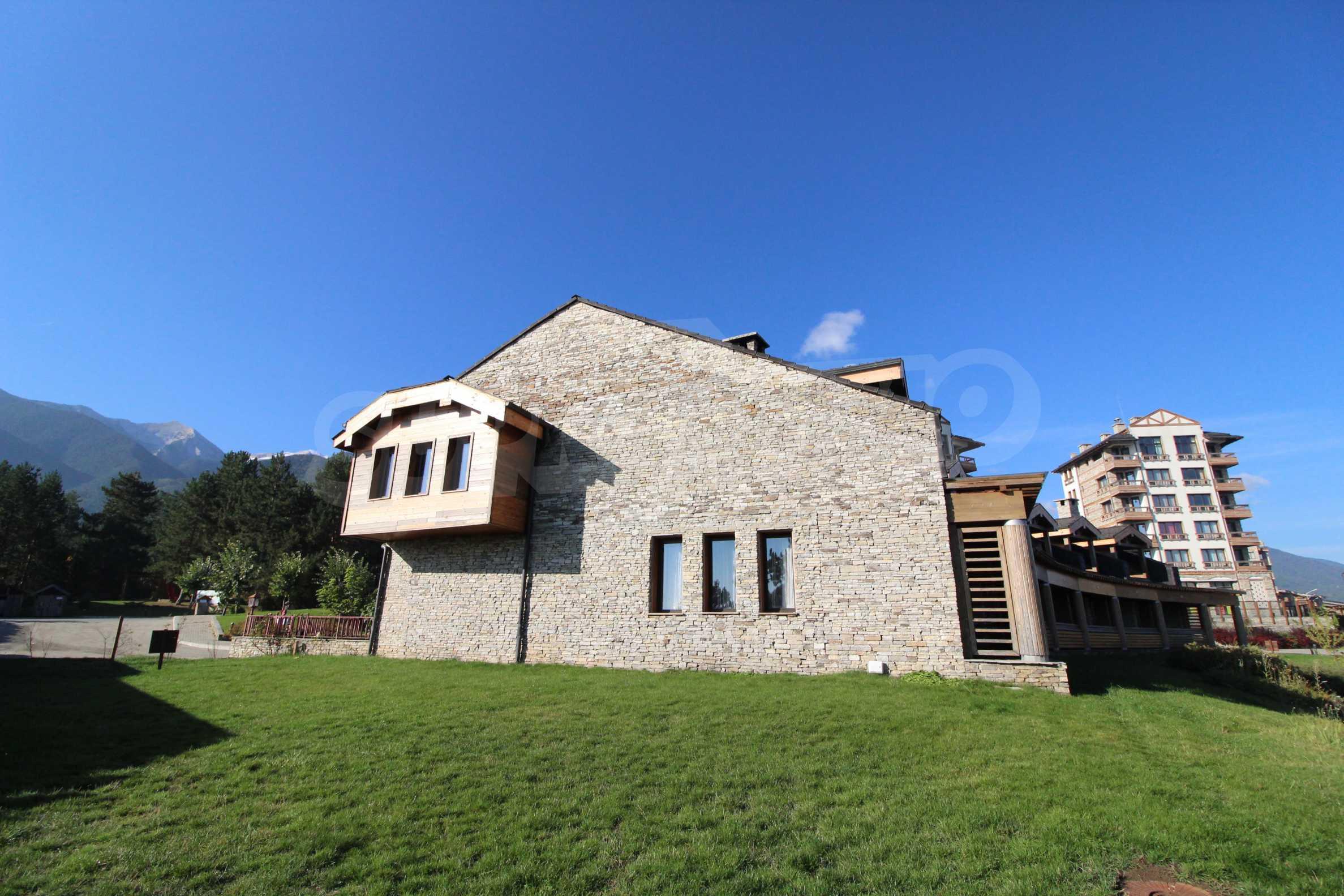 Двуетажна къща със стилен интериор в затворен голф комплекс, между градове Банско и Разлог 38