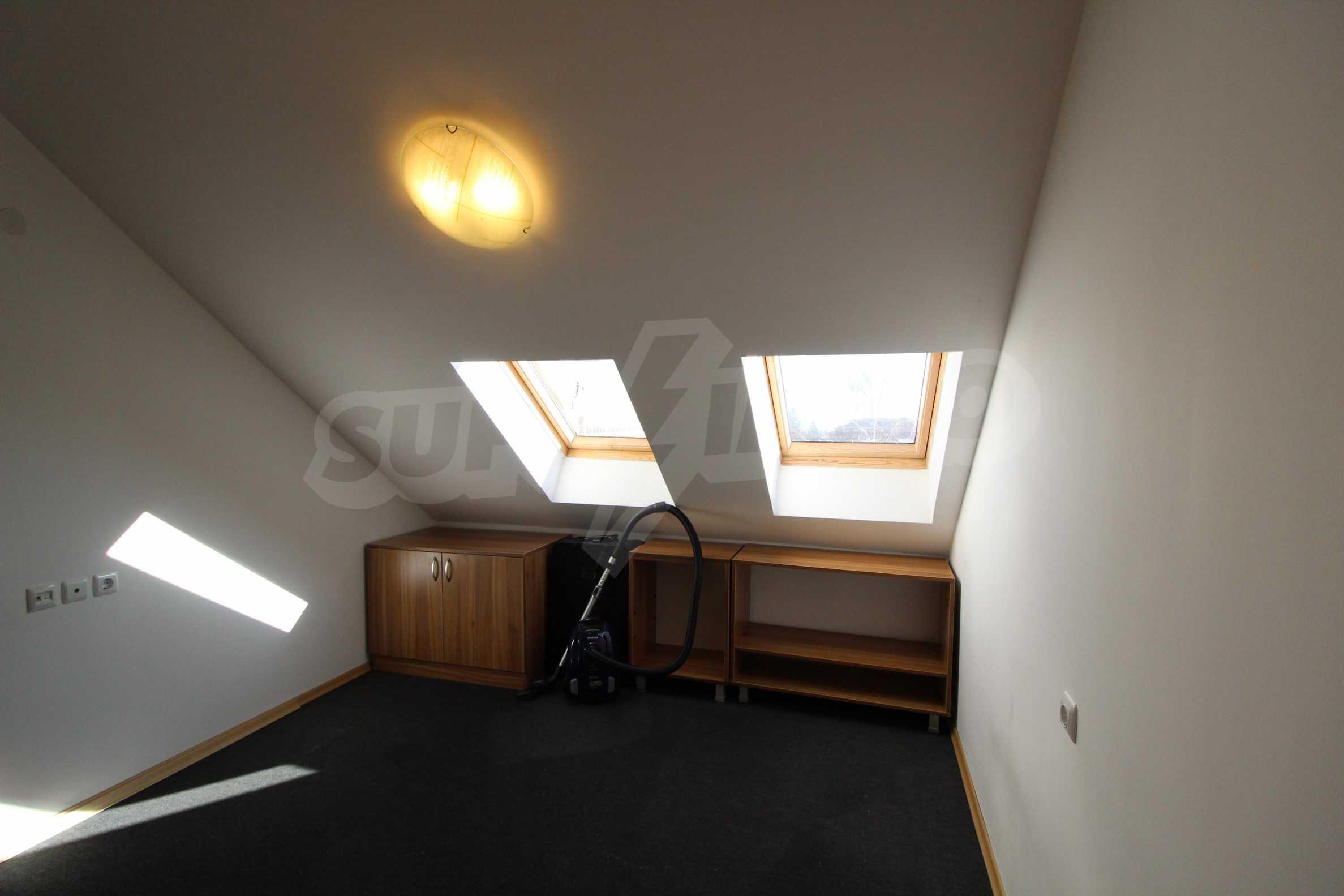 Обзаведен двустаен апартамент в близост до центъра на Банско 12