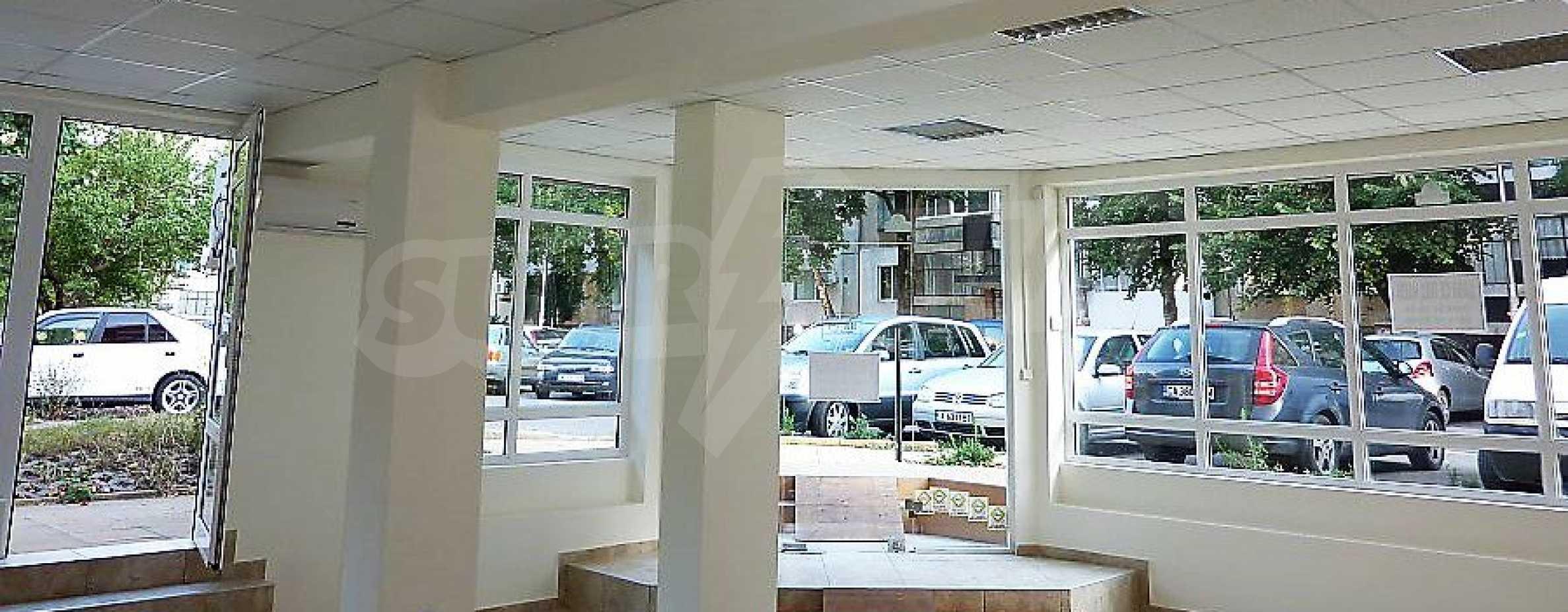 Магазин за продажба в сграда от смесен тип в ж.к. Изгрев в Бургас 1