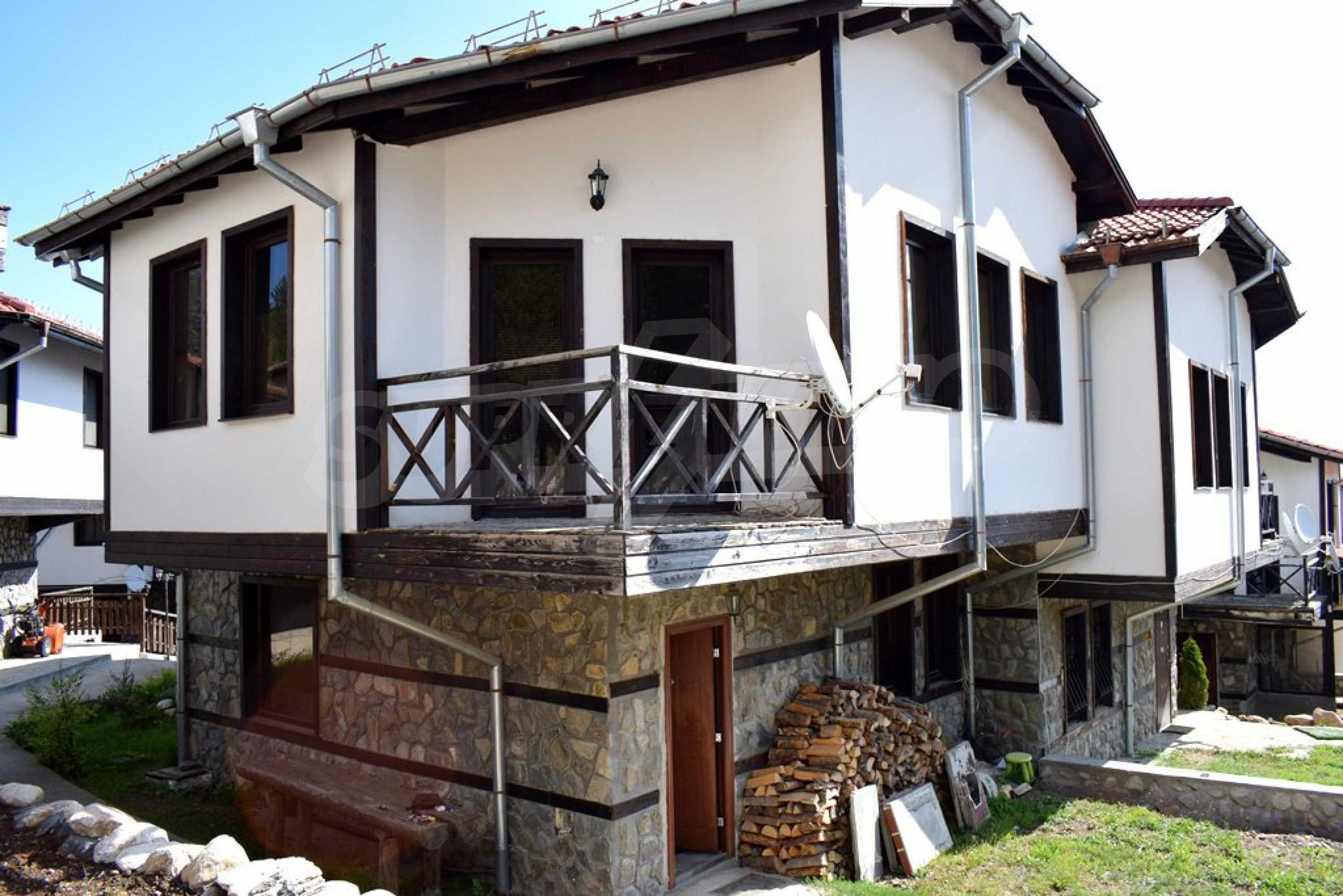 Двуетажна къща за продажба в спокоен и тих район