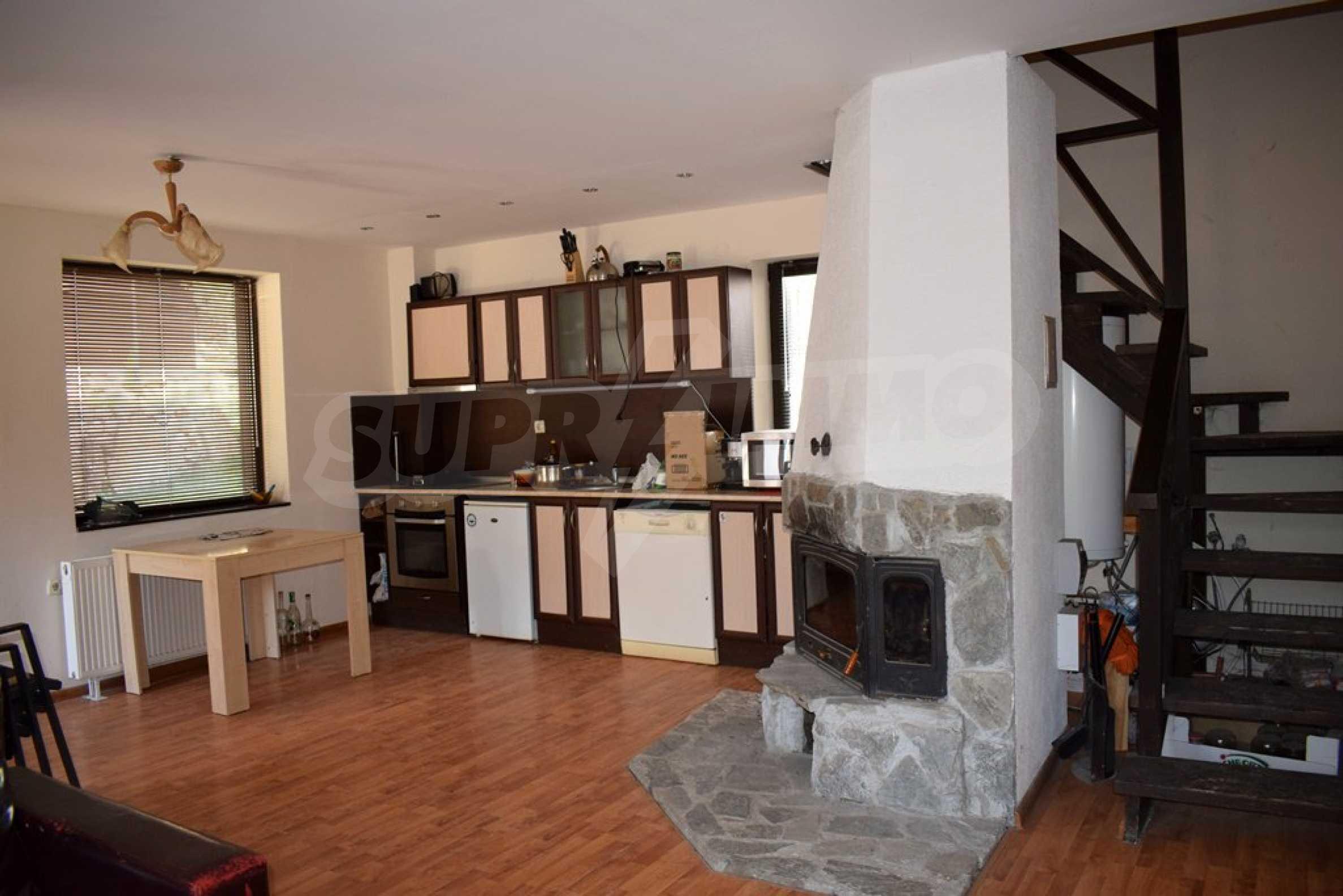 Двуетажна къща за продажба в спокоен и тих район 2
