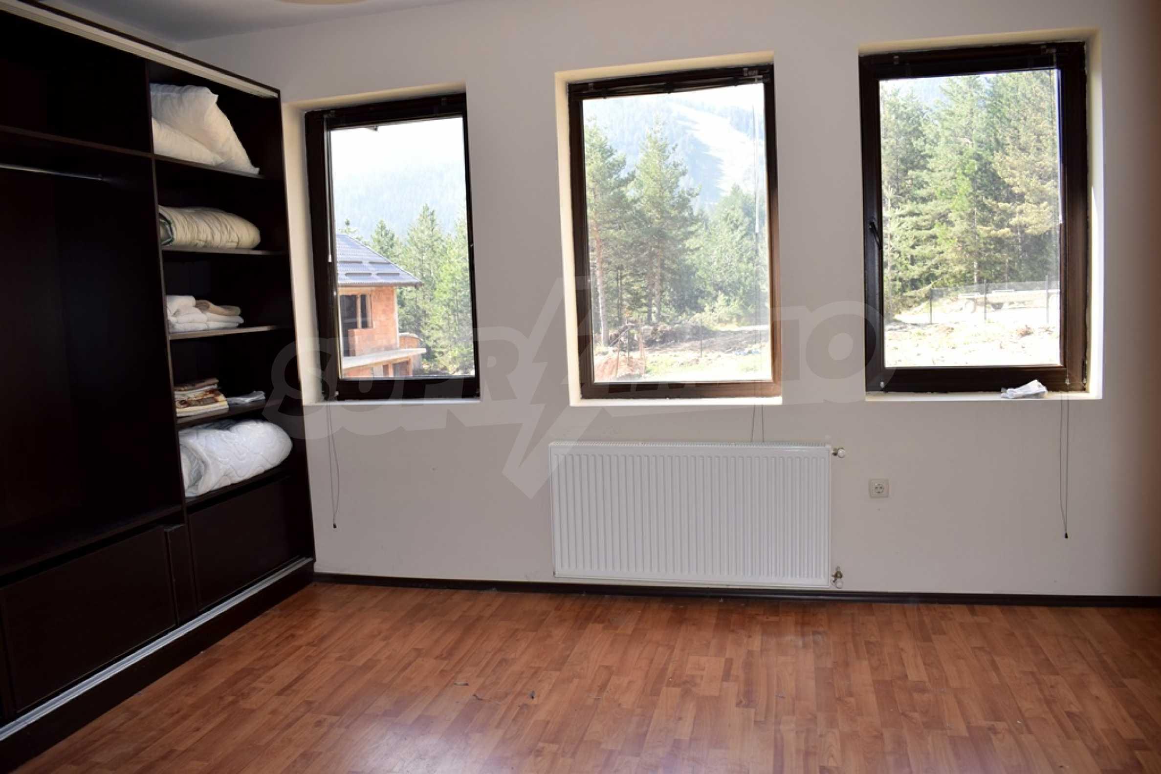 Двуетажна къща за продажба в спокоен и тих район 4