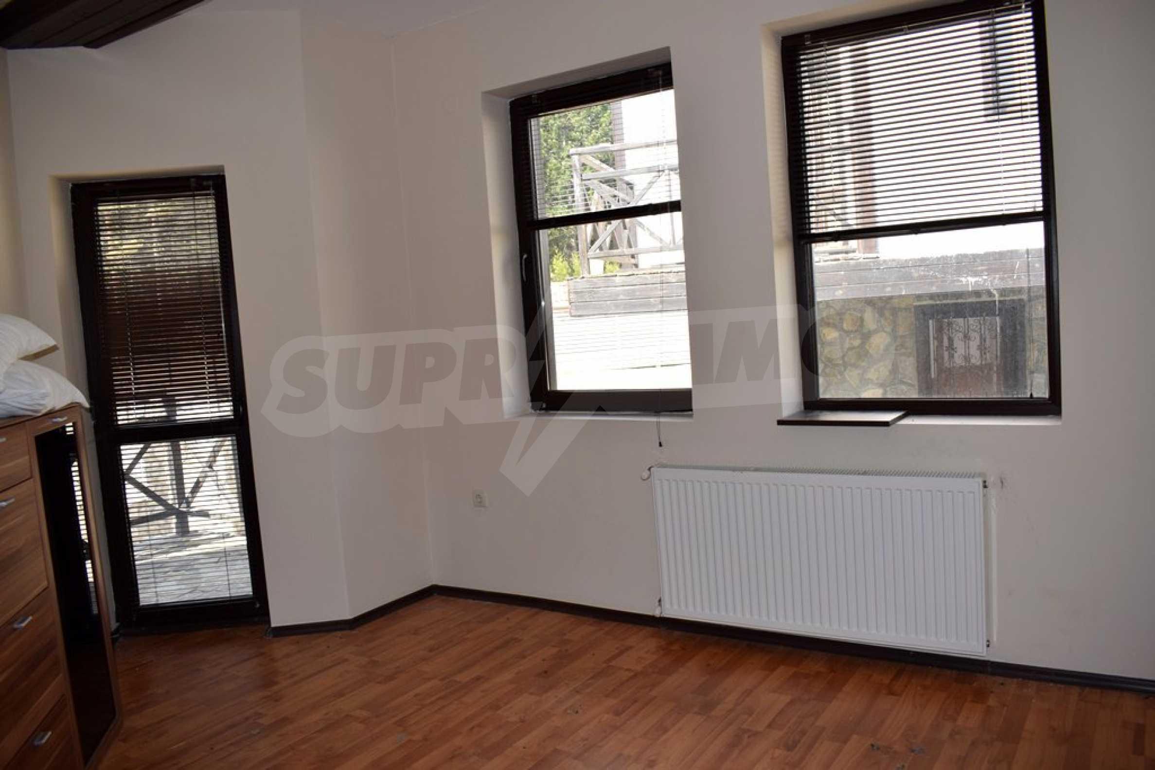 Двуетажна къща за продажба в спокоен и тих район 7