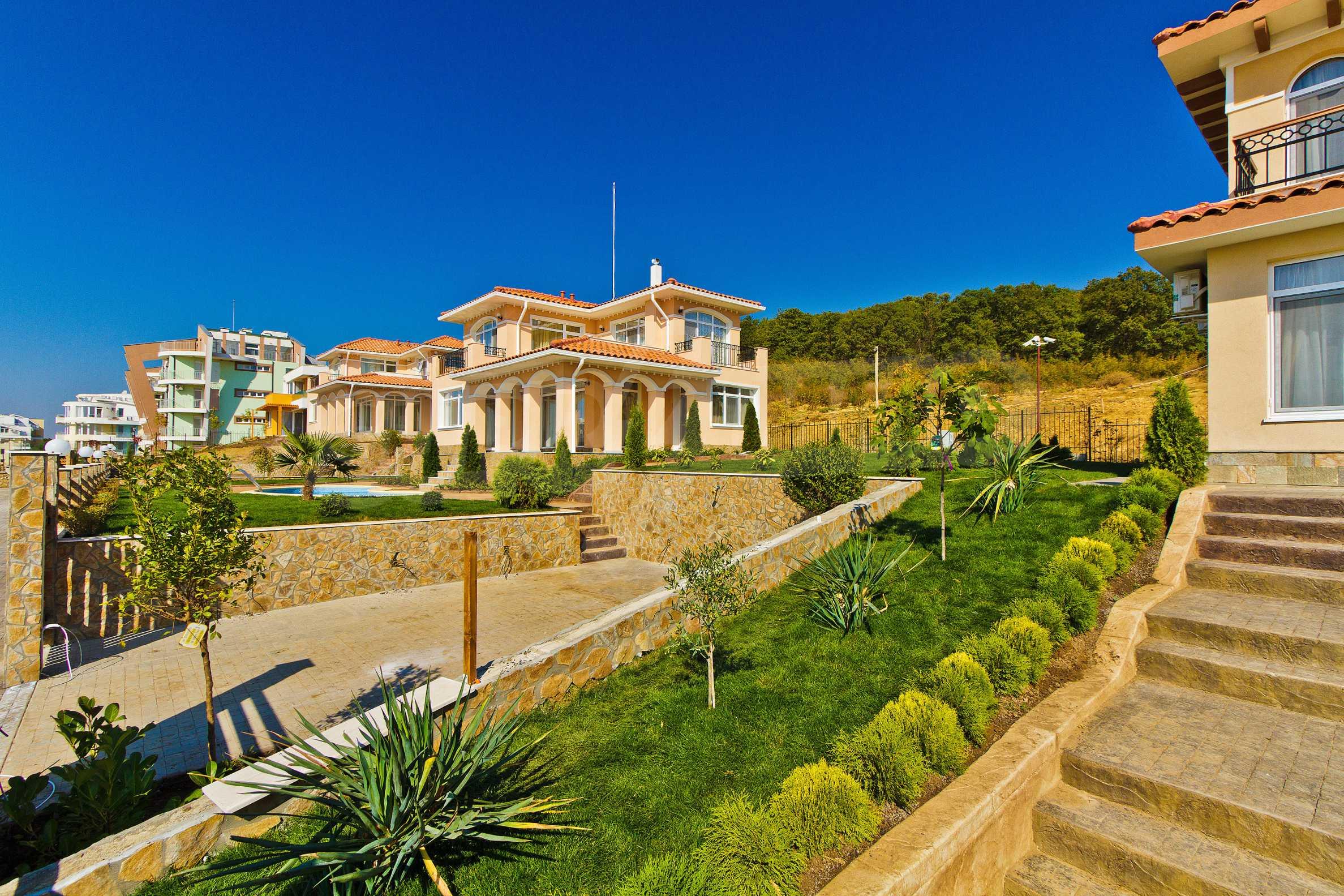 Erschlossene Grundstücke in der luxuriösen Villa-Siedlung SUNSET VILLAS 14