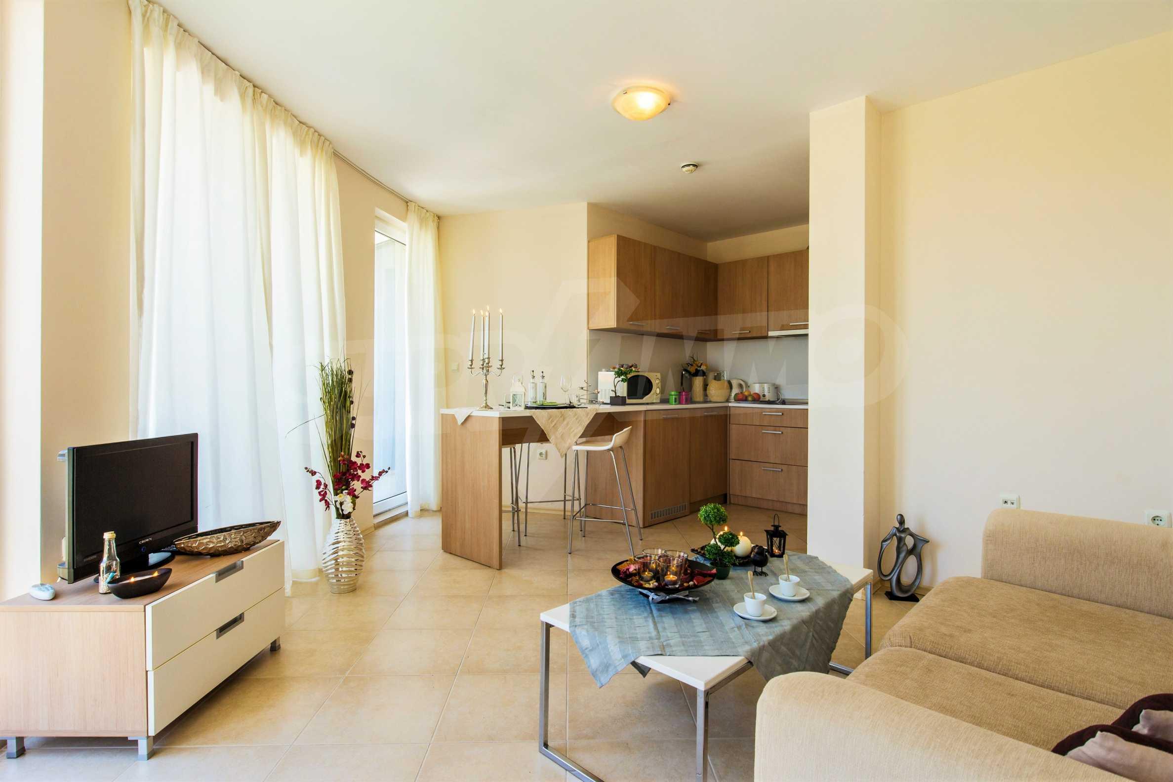 Тристаен апартамент в комплекс Емберли близо до плажа в Лозенец (ап. №423) 1