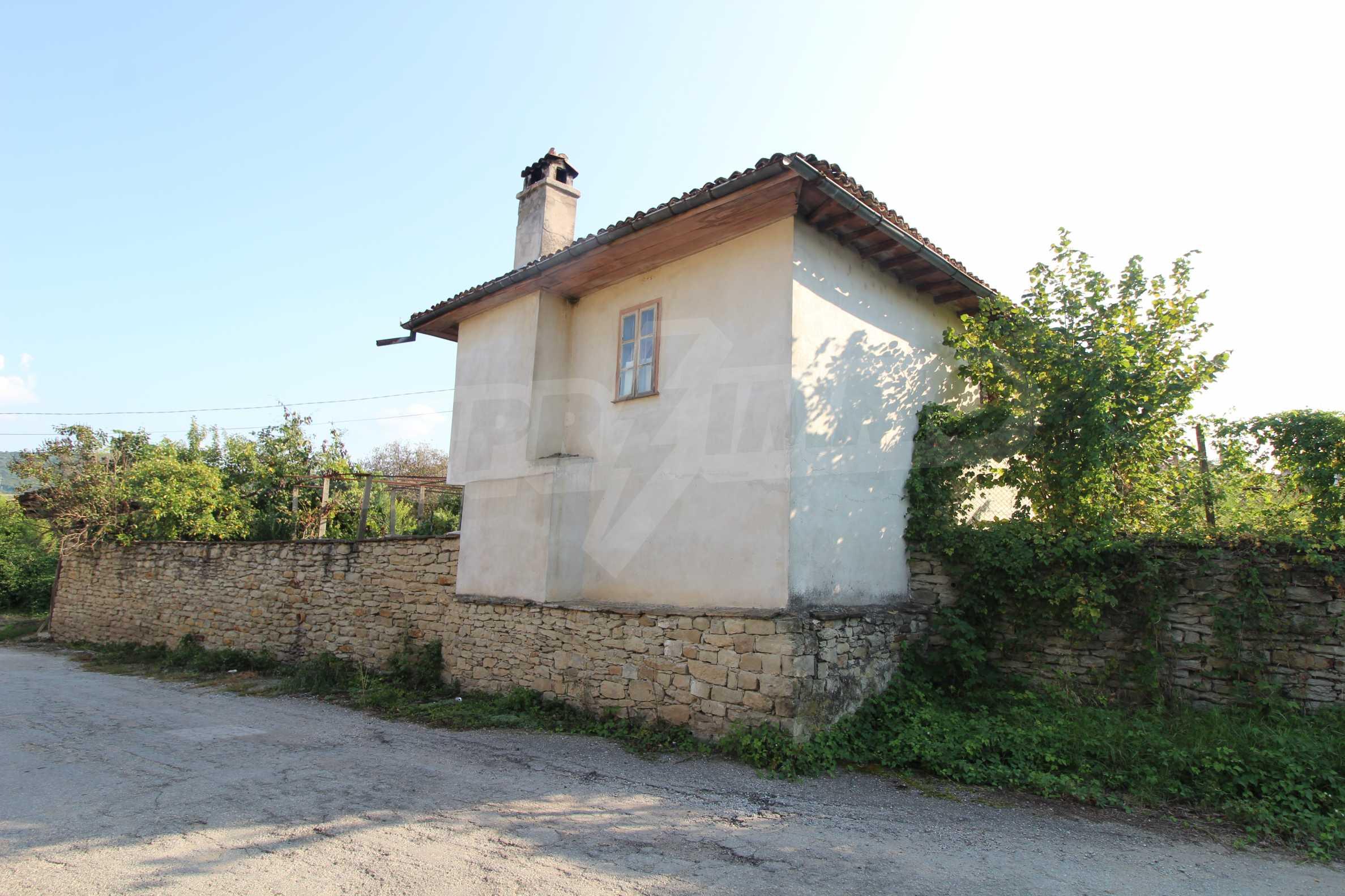 Zweistöckiges Haus mit Hof, 3 km von Weliko Tarnowo entfernt