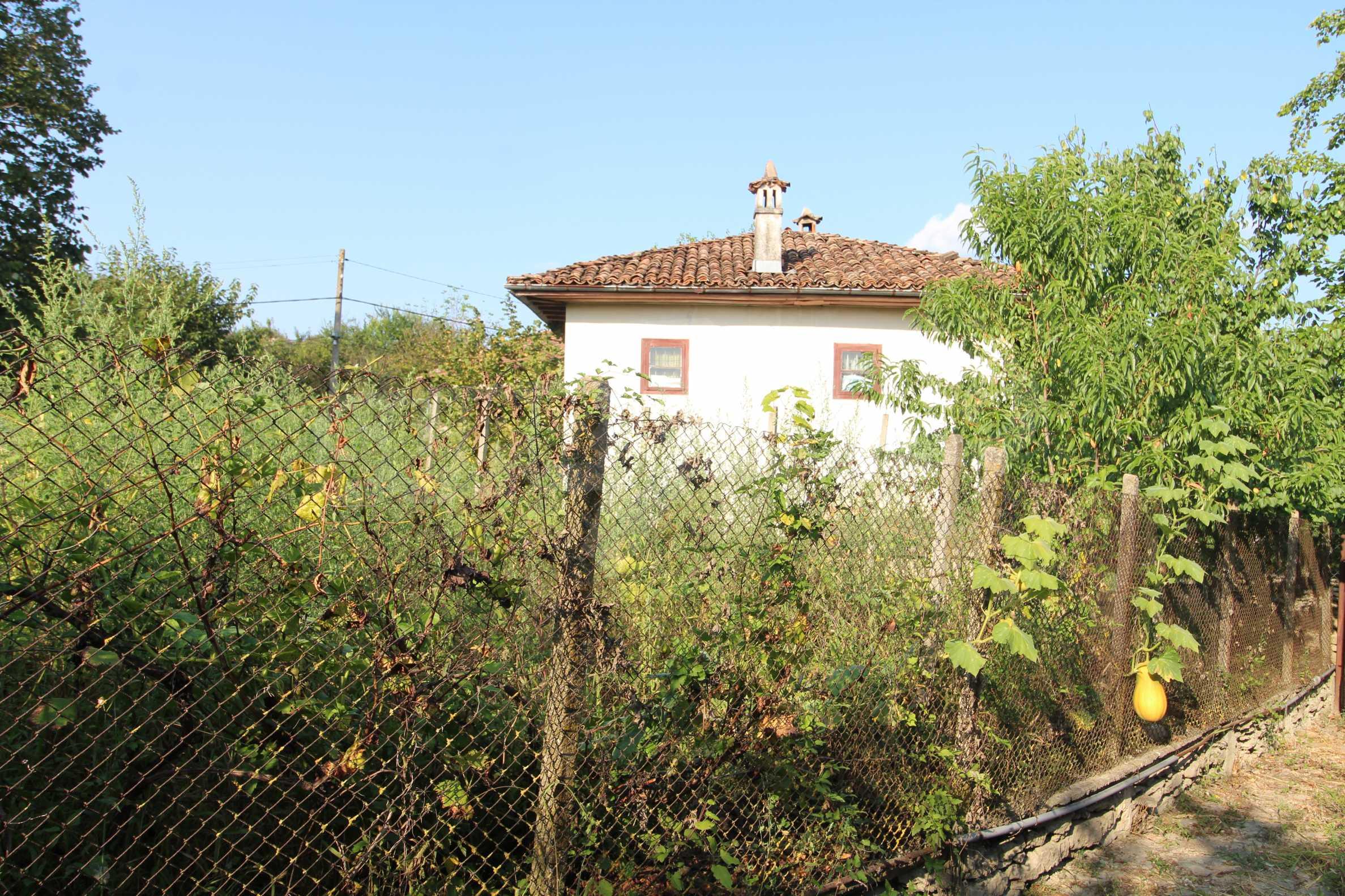 Zweistöckiges Haus mit Hof, 3 km von Weliko Tarnowo entfernt 2