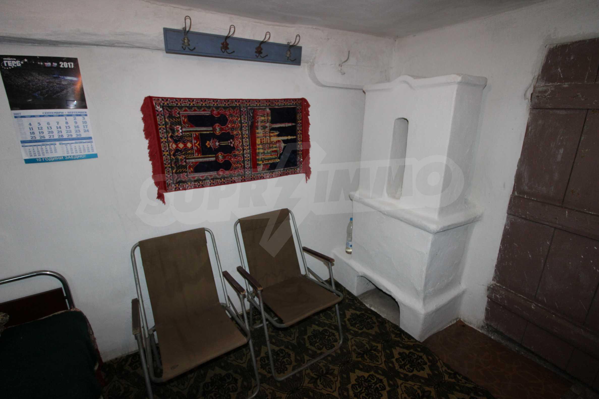 Zweistöckiges Haus mit Hof, 3 km von Weliko Tarnowo entfernt 6
