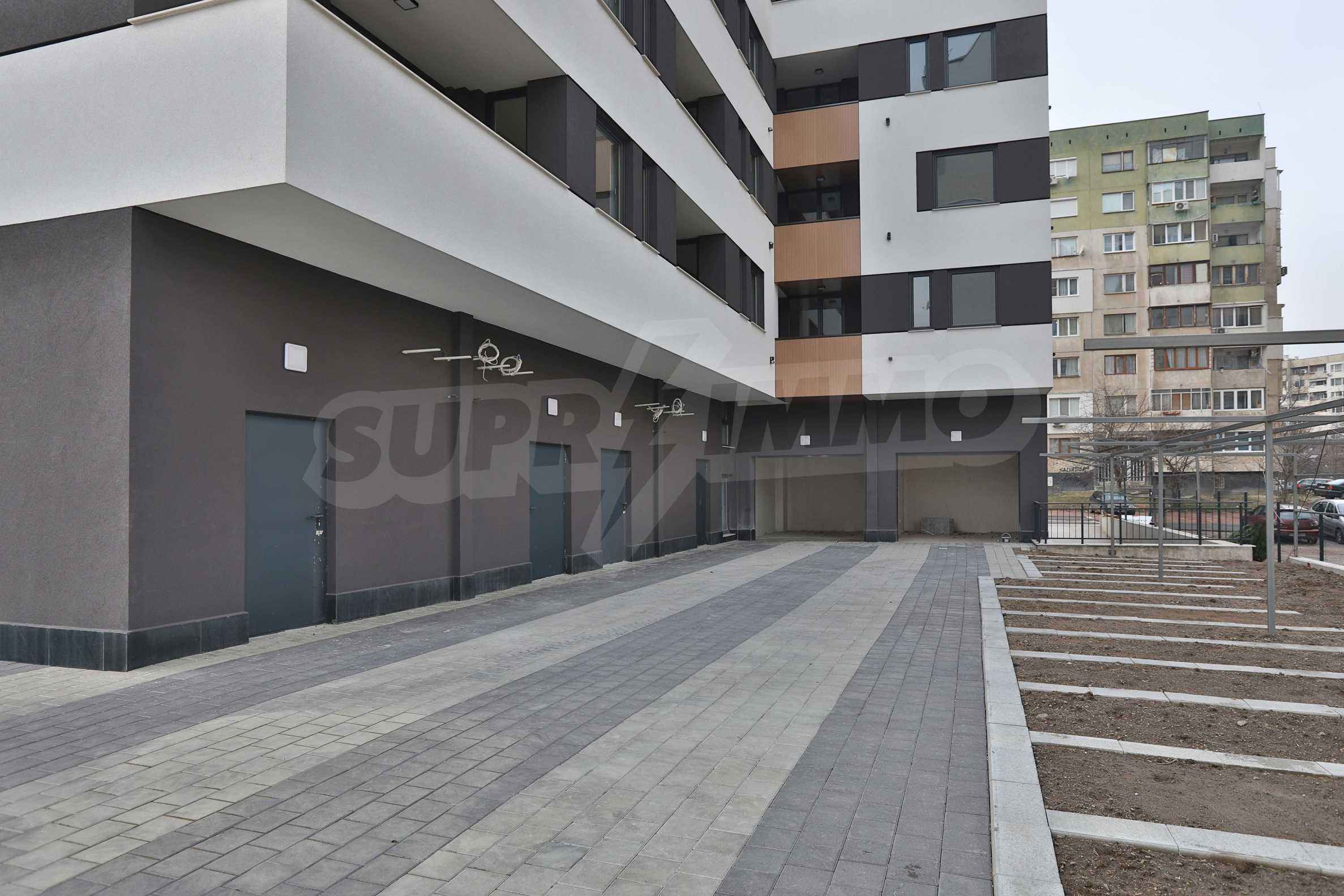 Магазины, гаражи и паркоместа на продажу в новостройке «Комфорт Резиденс - Овча Купел» рядом с метро 14