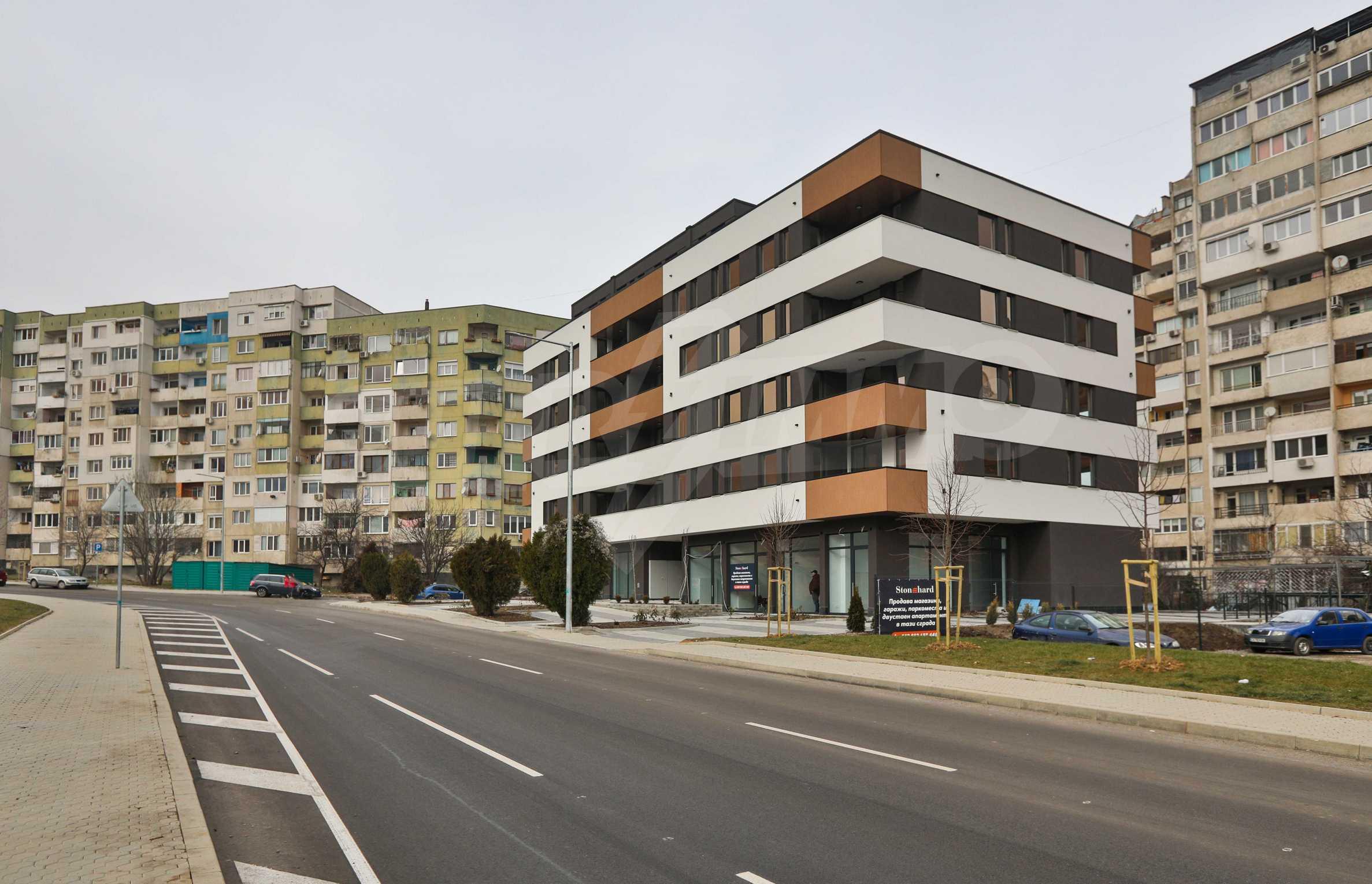 Магазины, гаражи и паркоместа на продажу в новостройке «Комфорт Резиденс - Овча Купел» рядом с метро 15