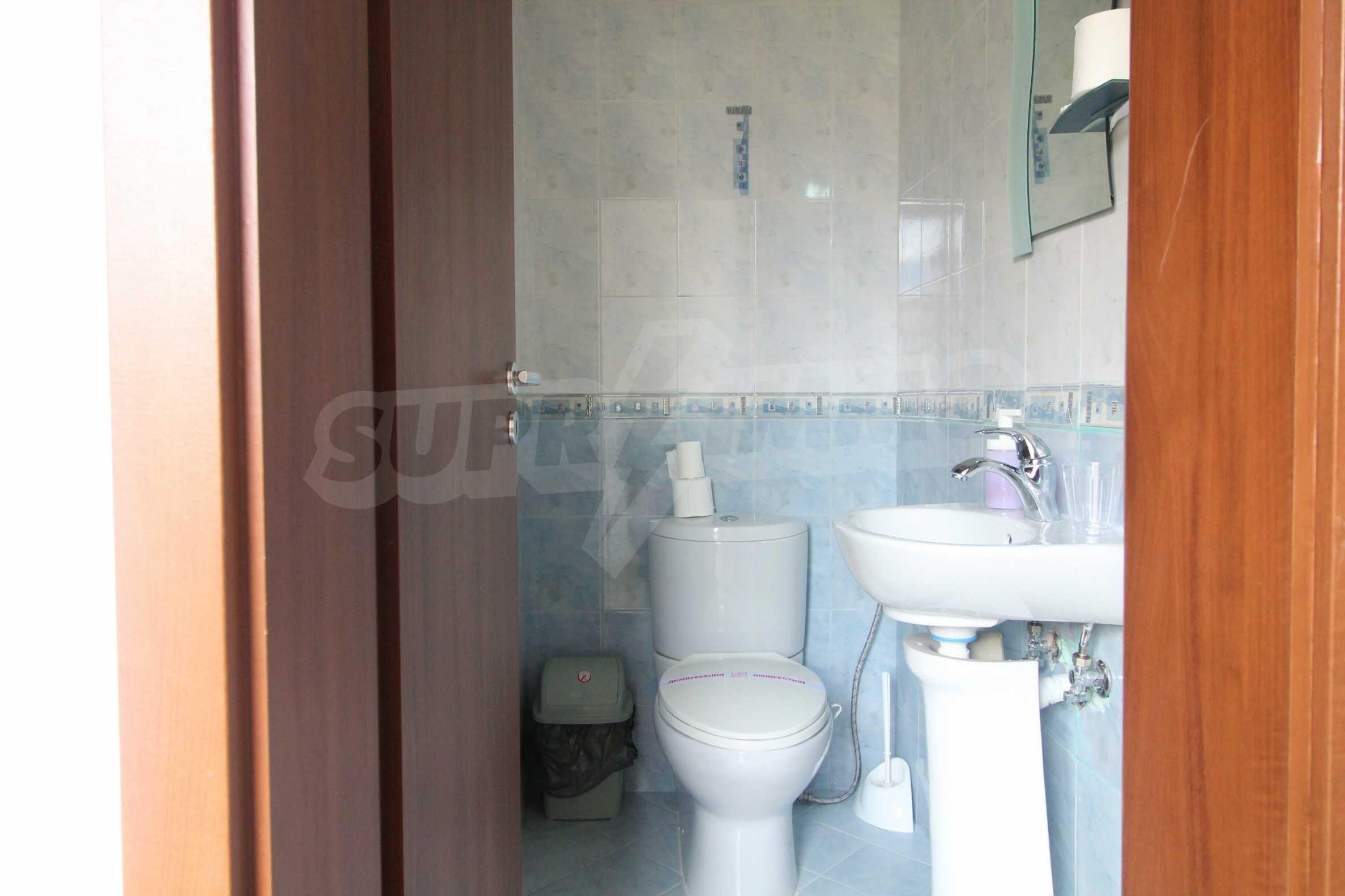 Уютен тристаен апартамент, разположен в комплекс Топ Лодж, само на метри от ски лифта в Банско 9