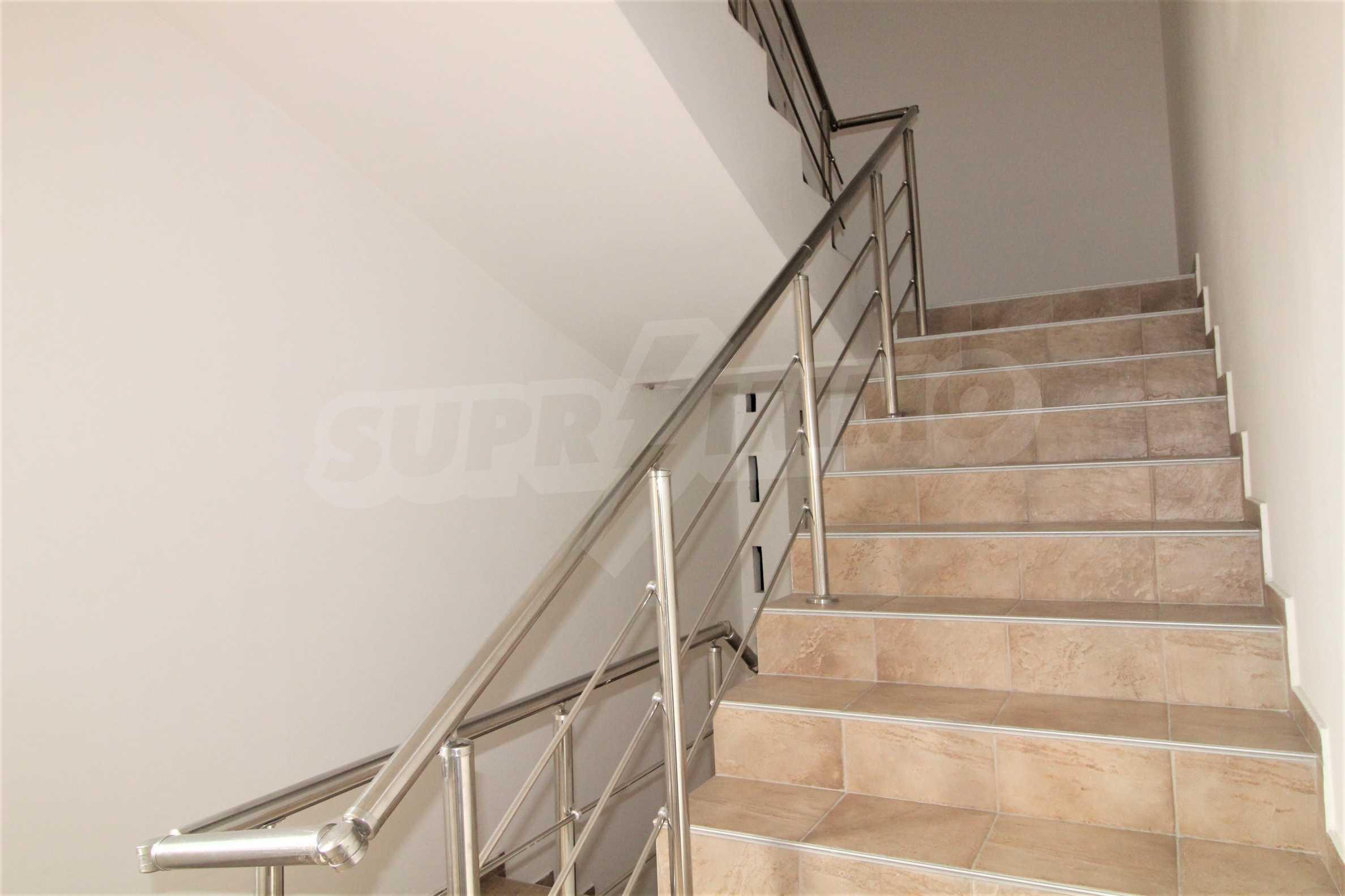 Уютен тристаен апартамент, разположен в комплекс Топ Лодж, само на метри от ски лифта в Банско 13