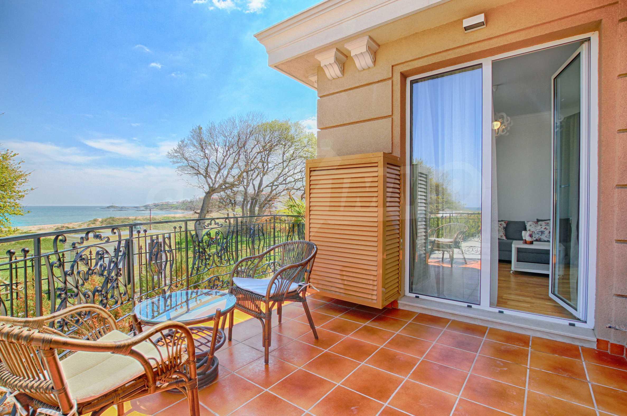 Стилен двустаен апартамент под наем в Belle Époque Beach Residence