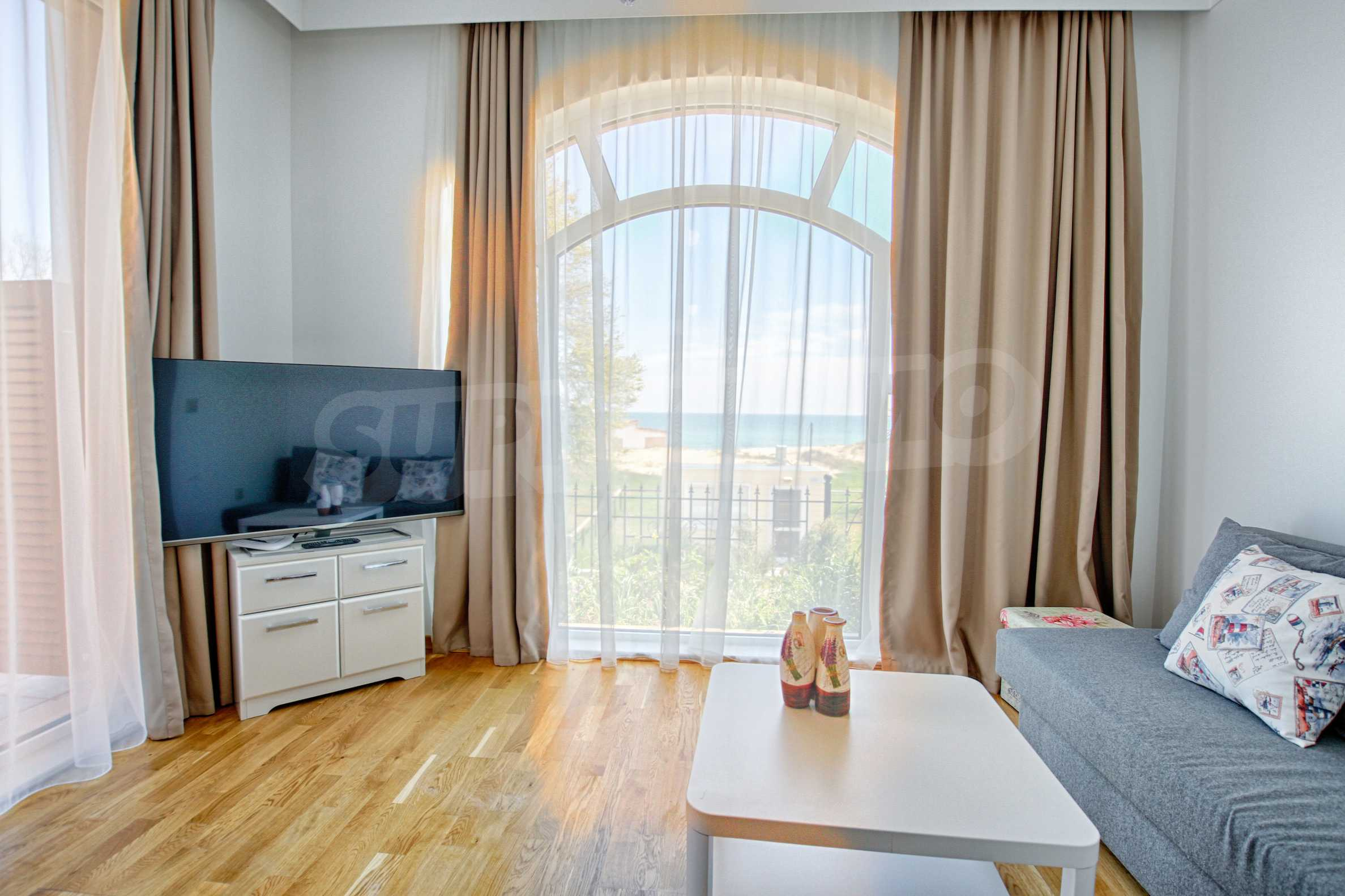 Стилен двустаен апартамент под наем в Belle Époque Beach Residence 2