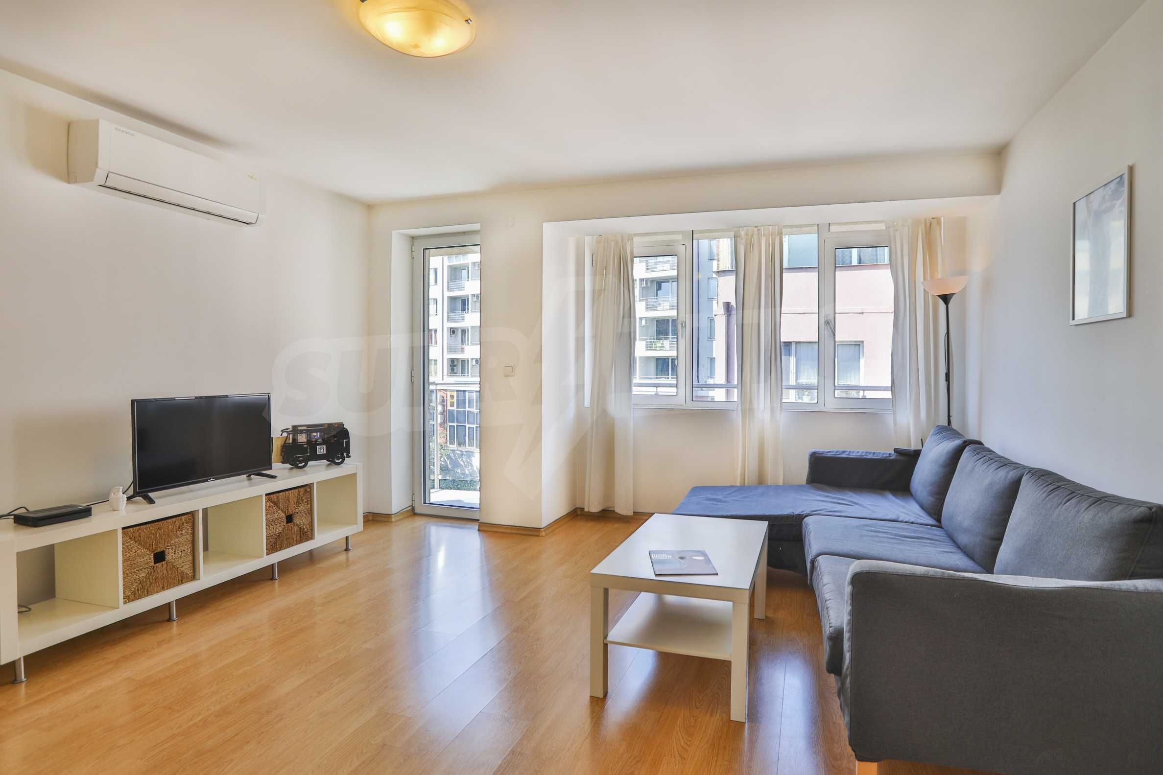Two-bedroom apartment in the center with high rating on Airbnb