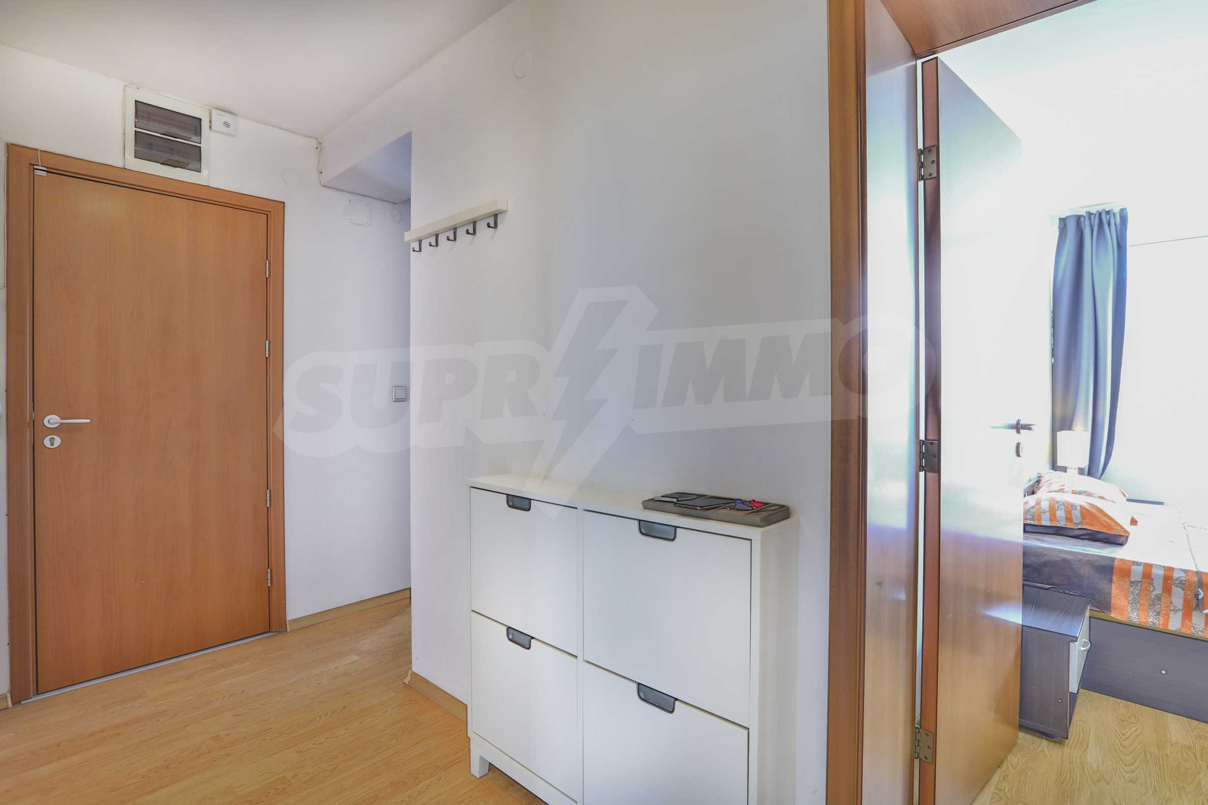 Two-bedroom apartment in the center with high rating on Airbnb 8