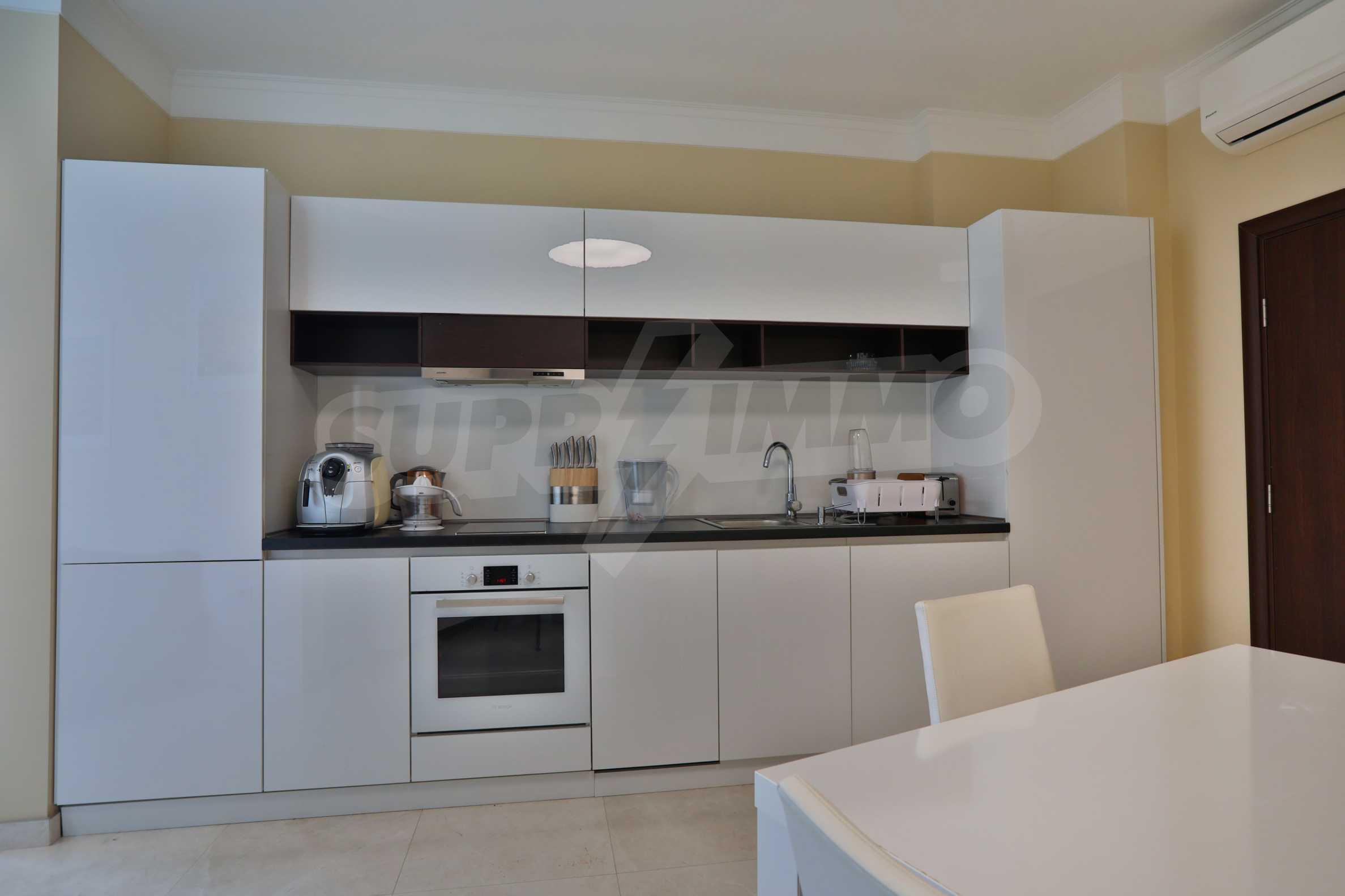 Дизайнерски апартамент с 2 спални в луксозната морска резиденция Belle Époque в Лозенец 13