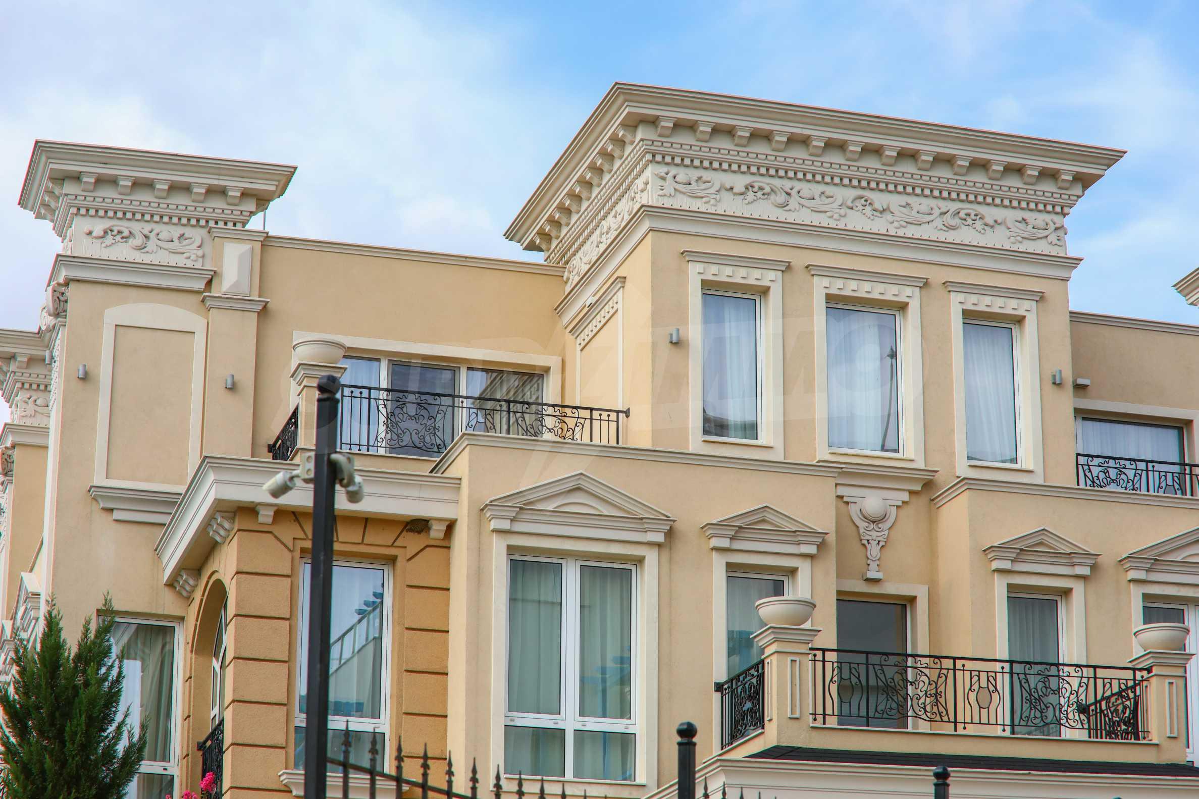 Дизайнерски апартамент с 2 спални в луксозната морска резиденция Belle Époque в Лозенец 43