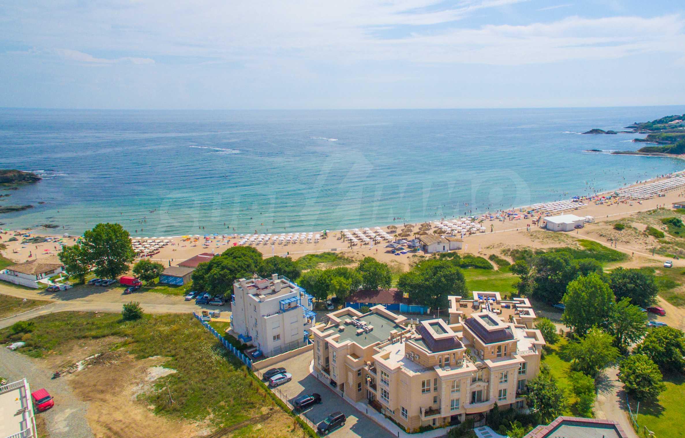 Exclusive 2-bedroom beachfront apartment in the prestigious Belle Époque Beach Residence 52