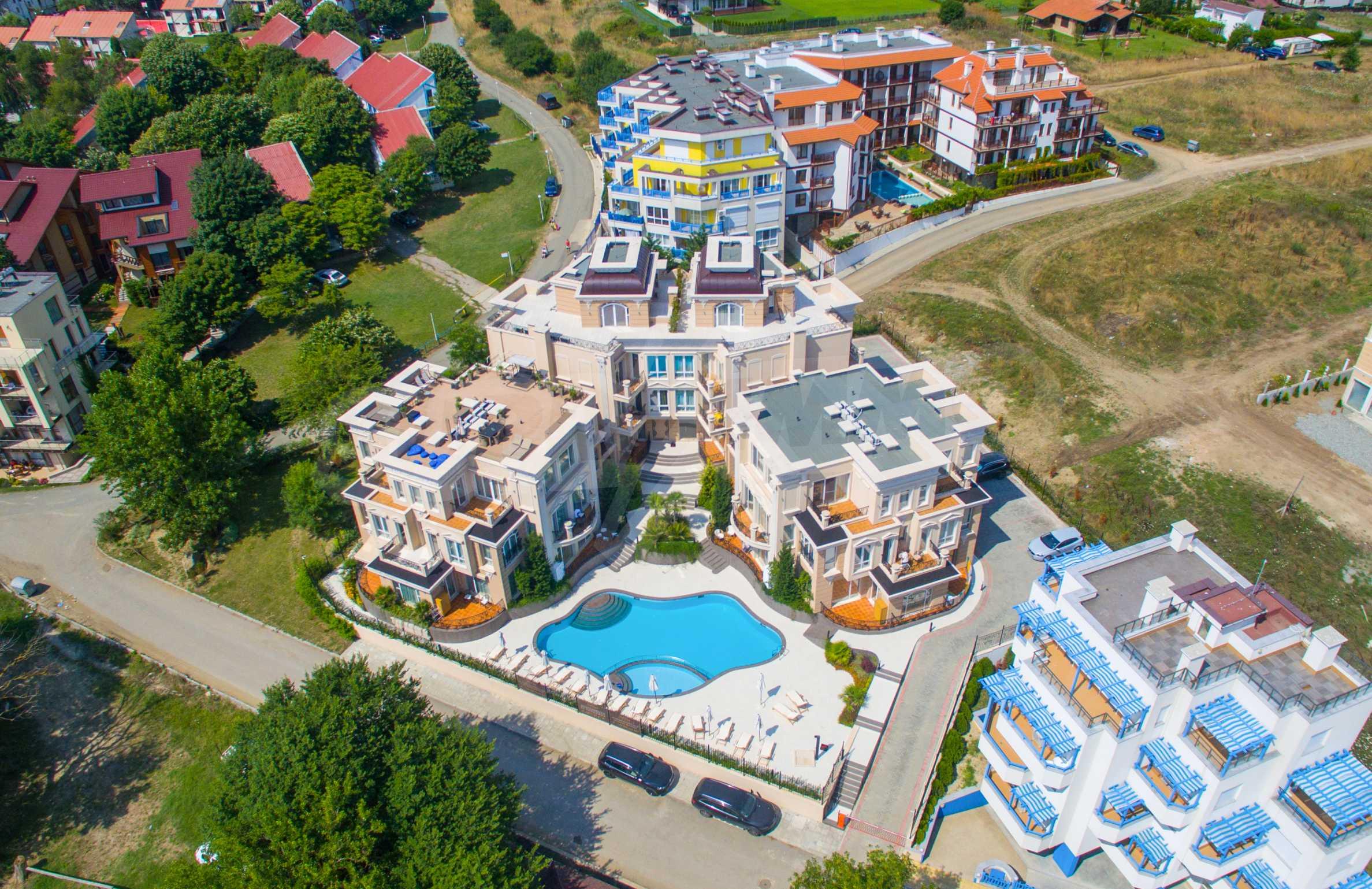 Дизайнерски апартамент с 2 спални в луксозната морска резиденция Belle Époque в Лозенец 53