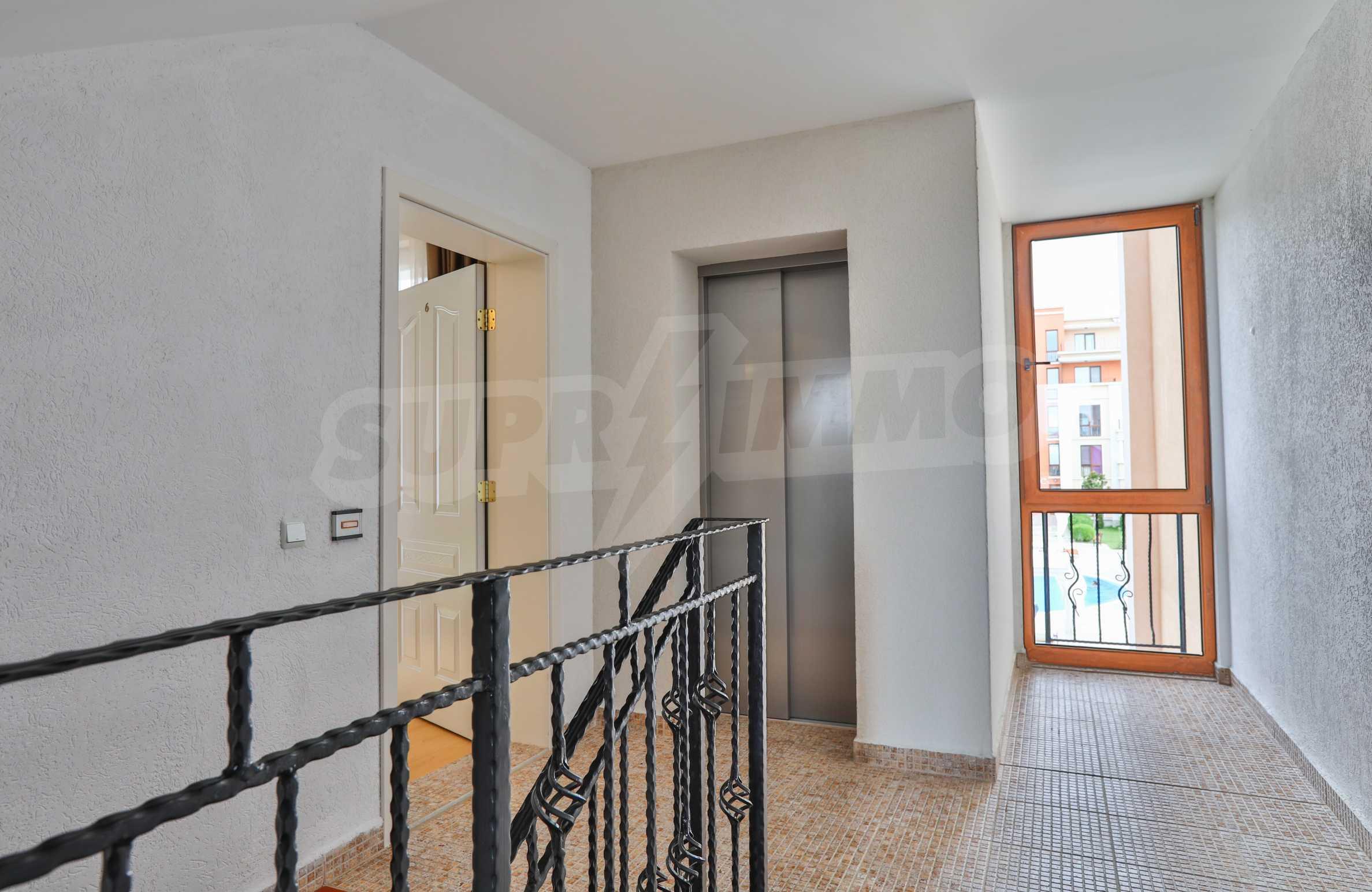 Двустаен апартамент в елитен комплекс на първа линия море 13