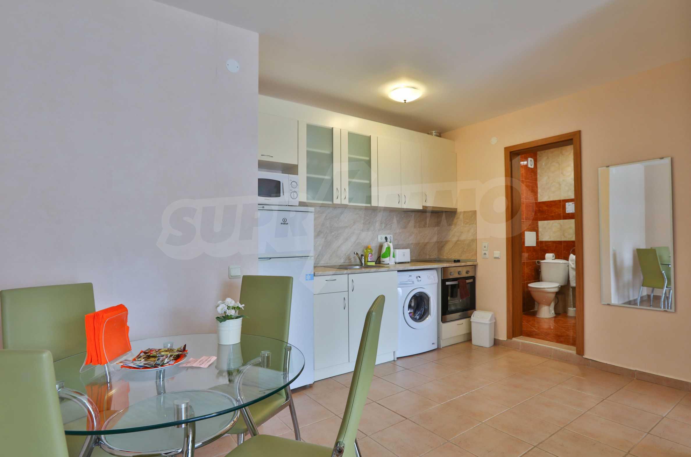 Двустаен апартамент в елитен комплекс на първа линия море 5