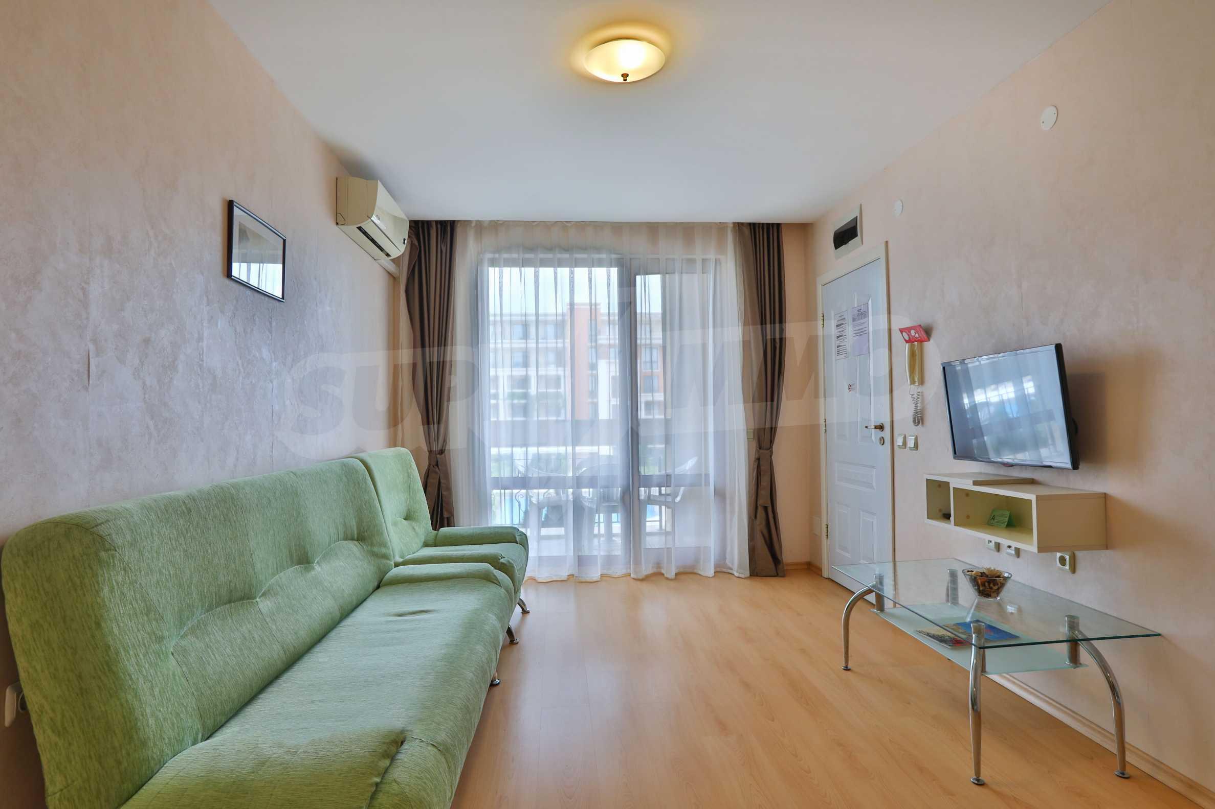 Двустаен апартамент в елитен комплекс на първа линия море 6