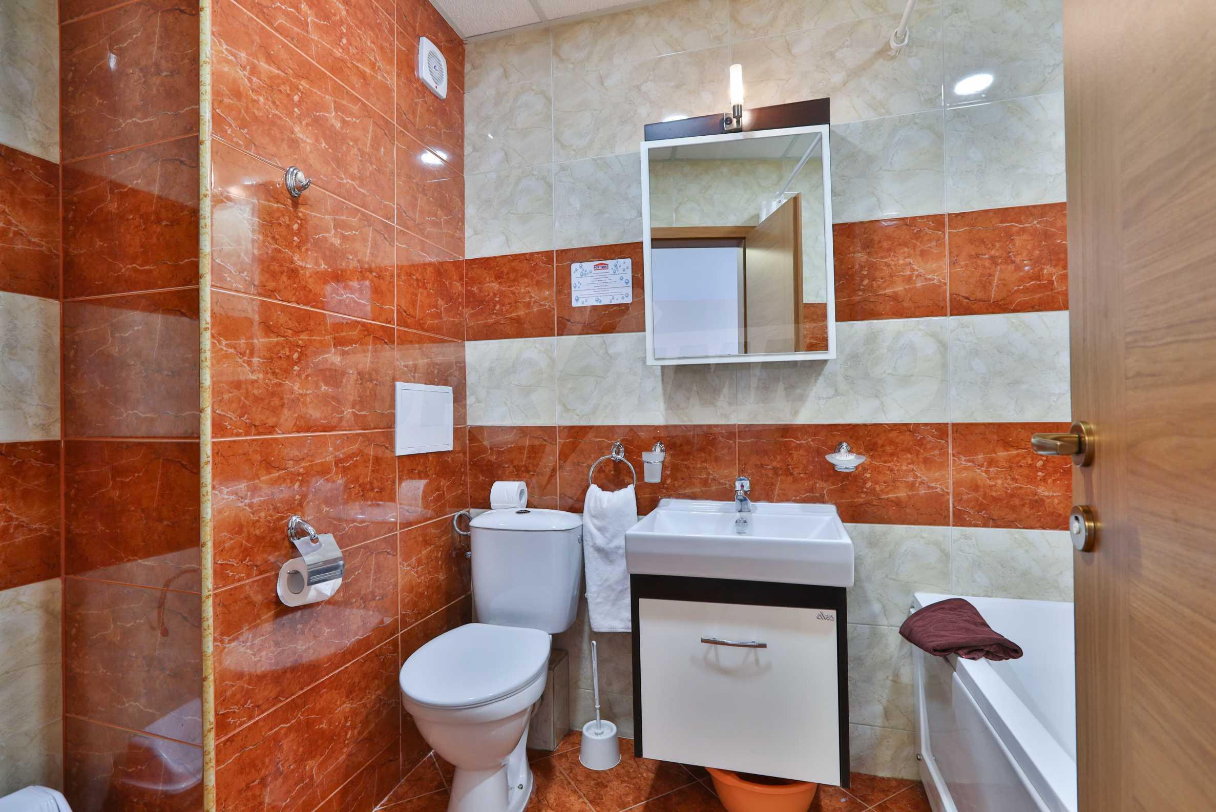 Двустаен апартамент в елитен комплекс на първа линия море 10