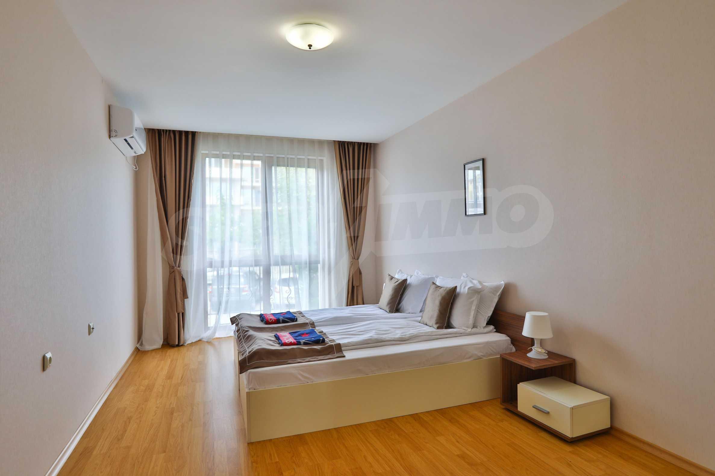 Просторен тристаен апартамент в елитен комплекс на метри от морето 10