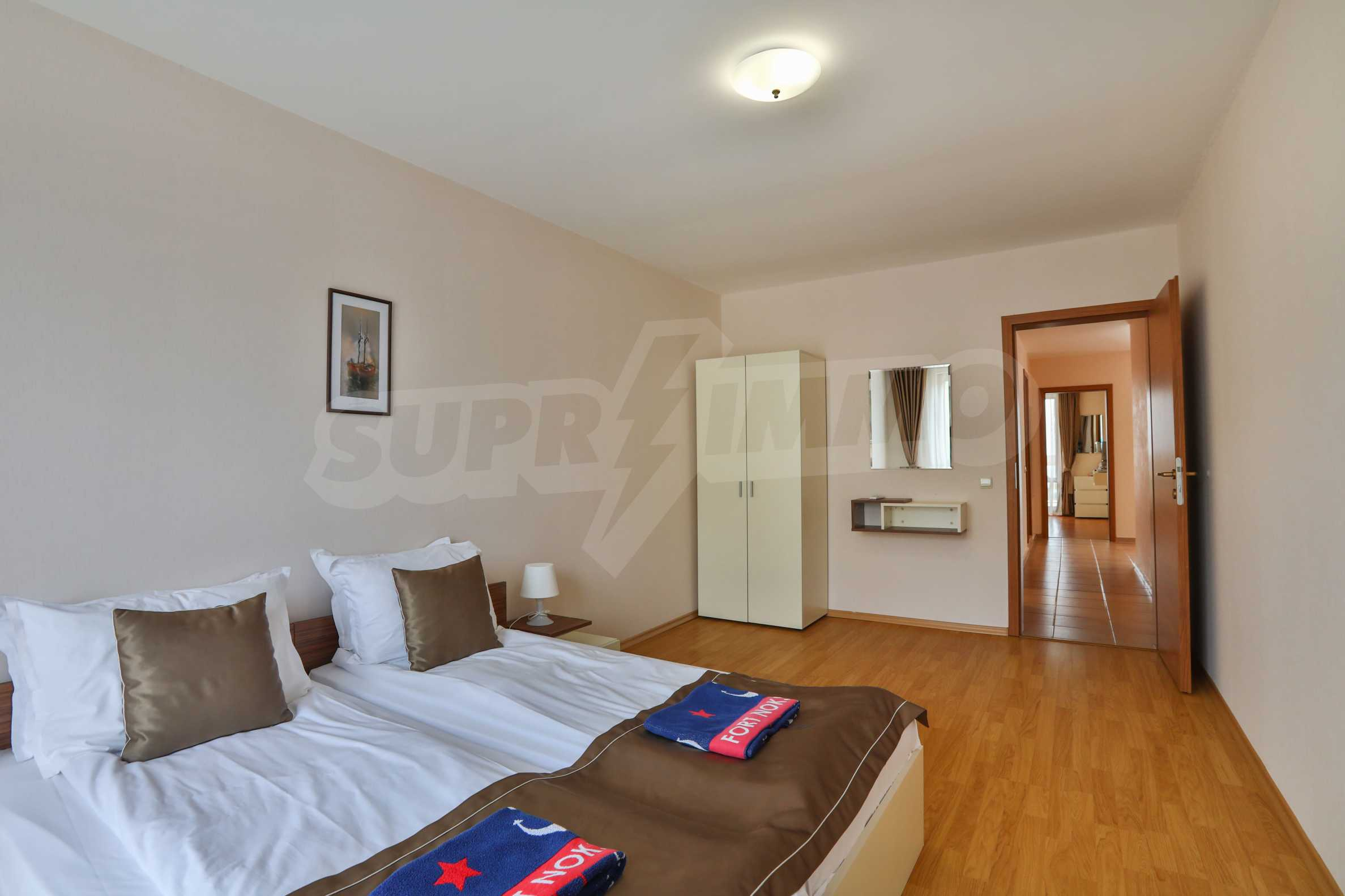 Просторен тристаен апартамент в елитен комплекс на метри от морето 11