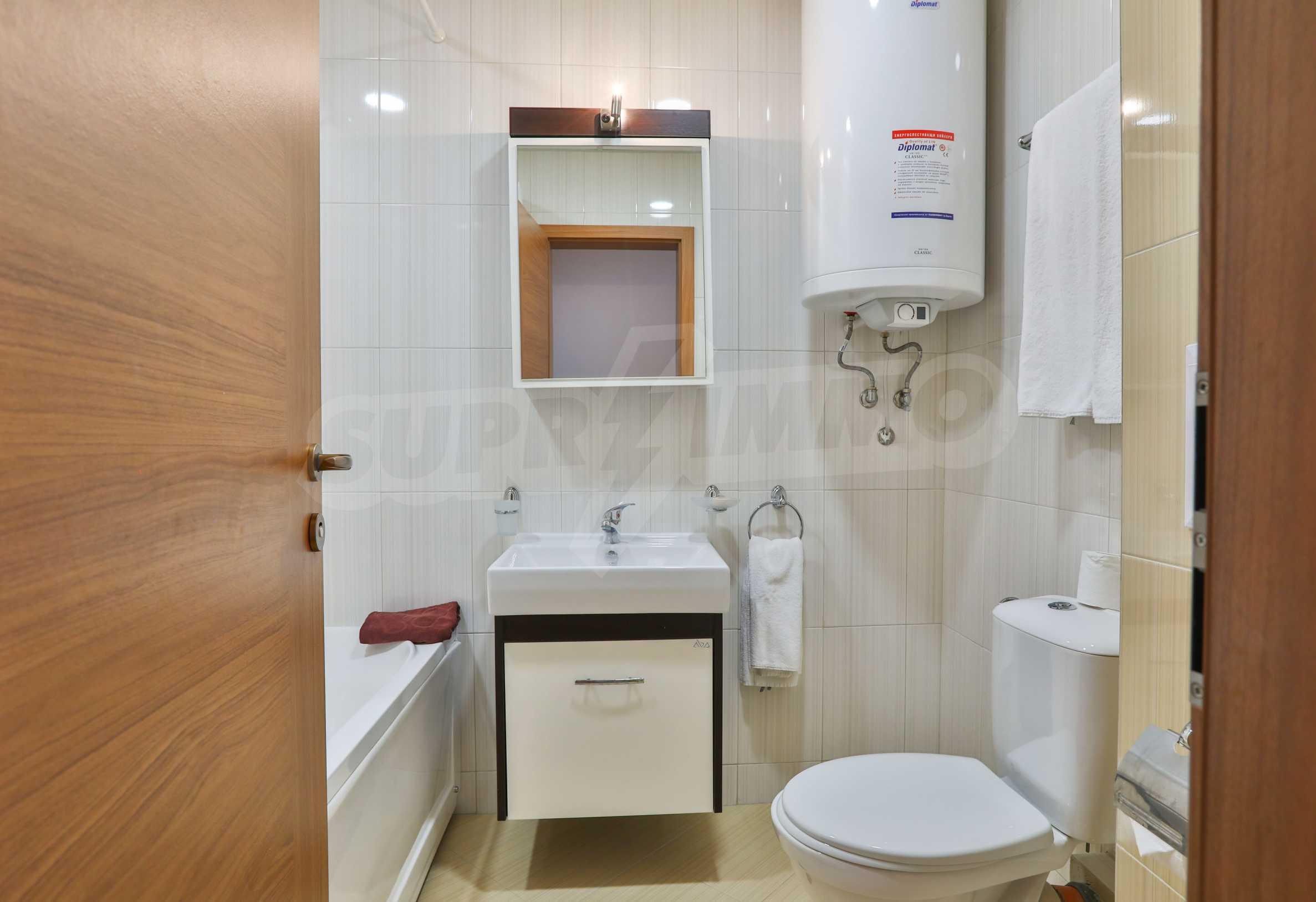 Просторен тристаен апартамент в елитен комплекс на метри от морето 12