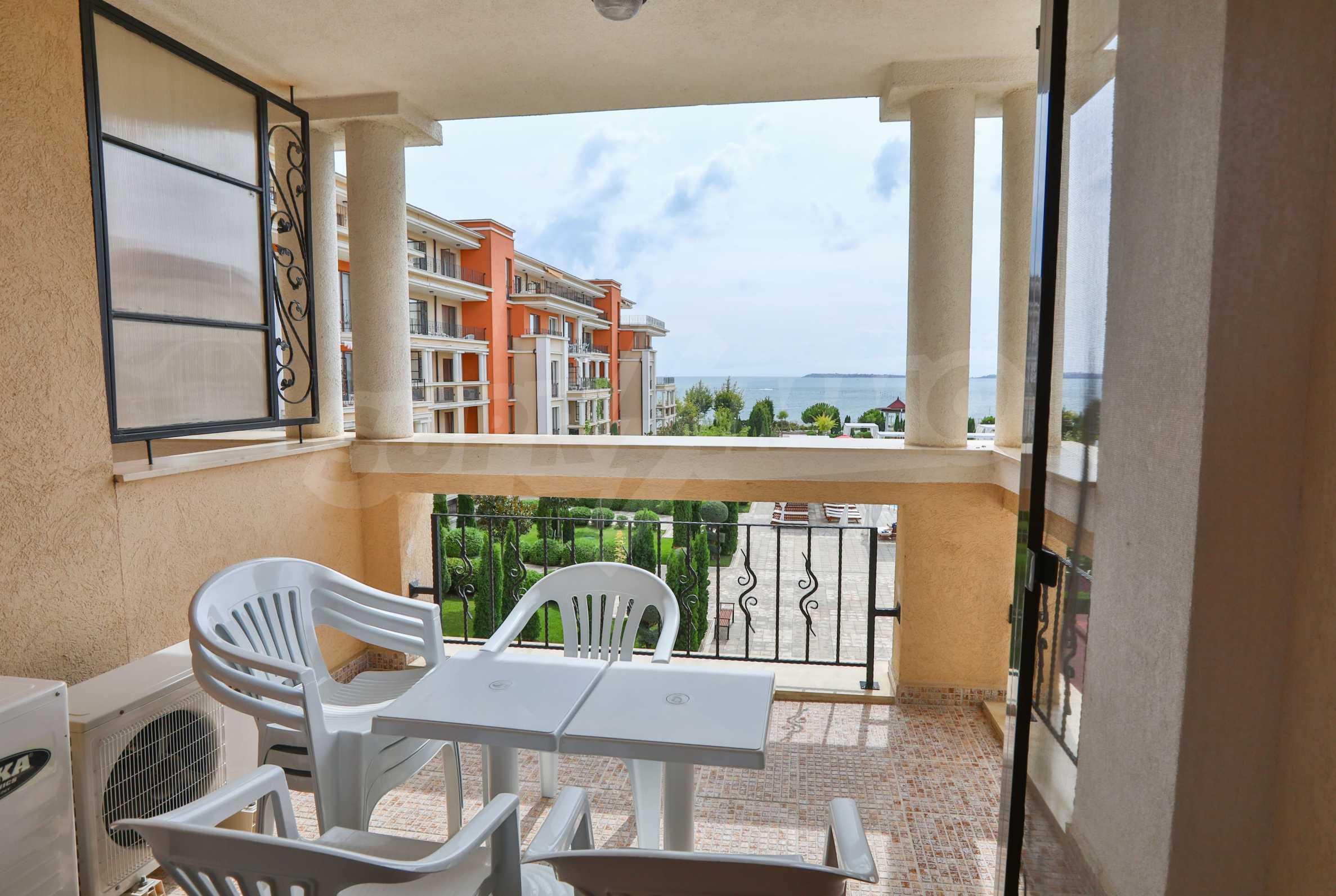 Просторен тристаен апартамент в елитен комплекс на метри от морето 14