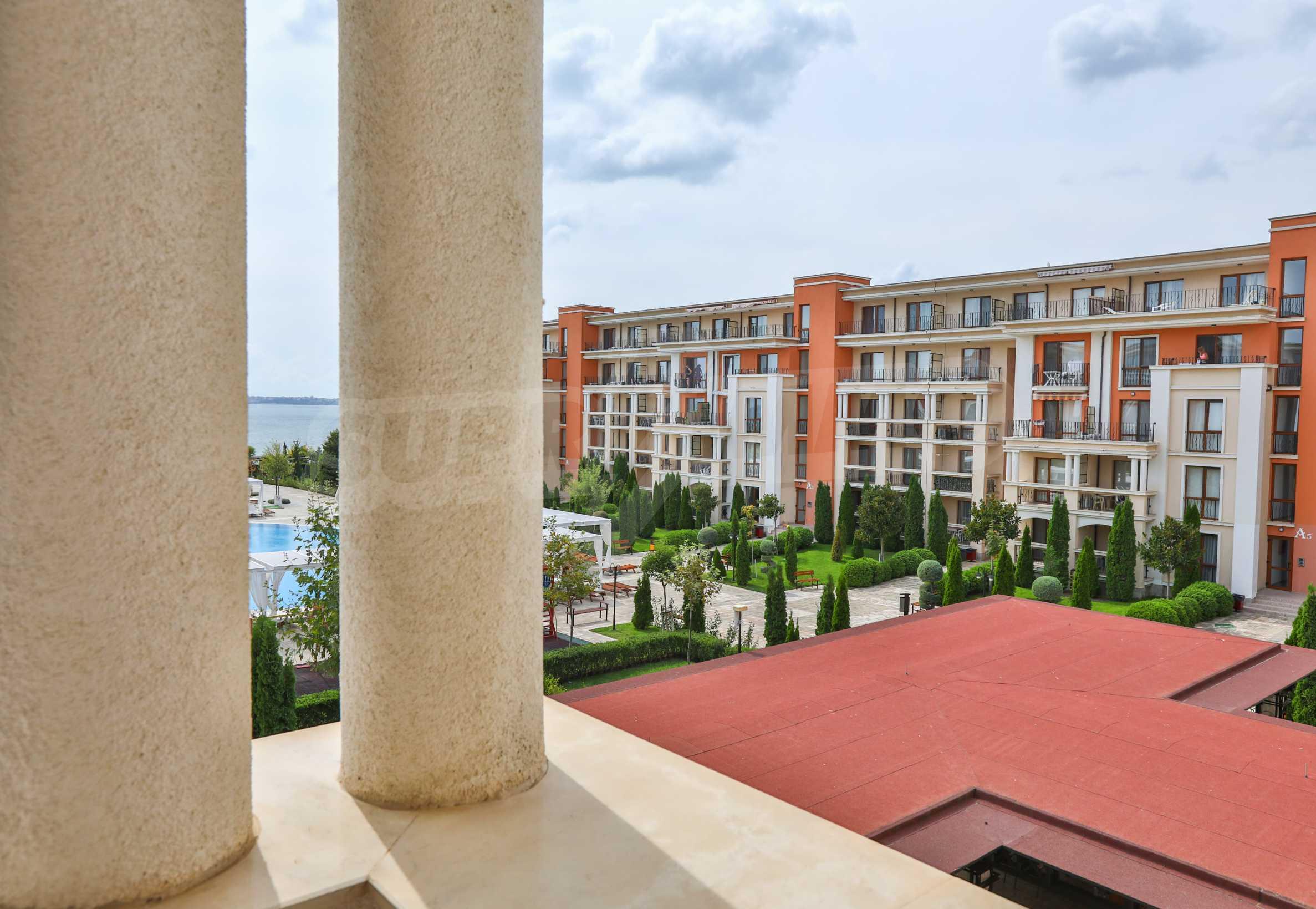 Просторен тристаен апартамент в елитен комплекс на метри от морето 16