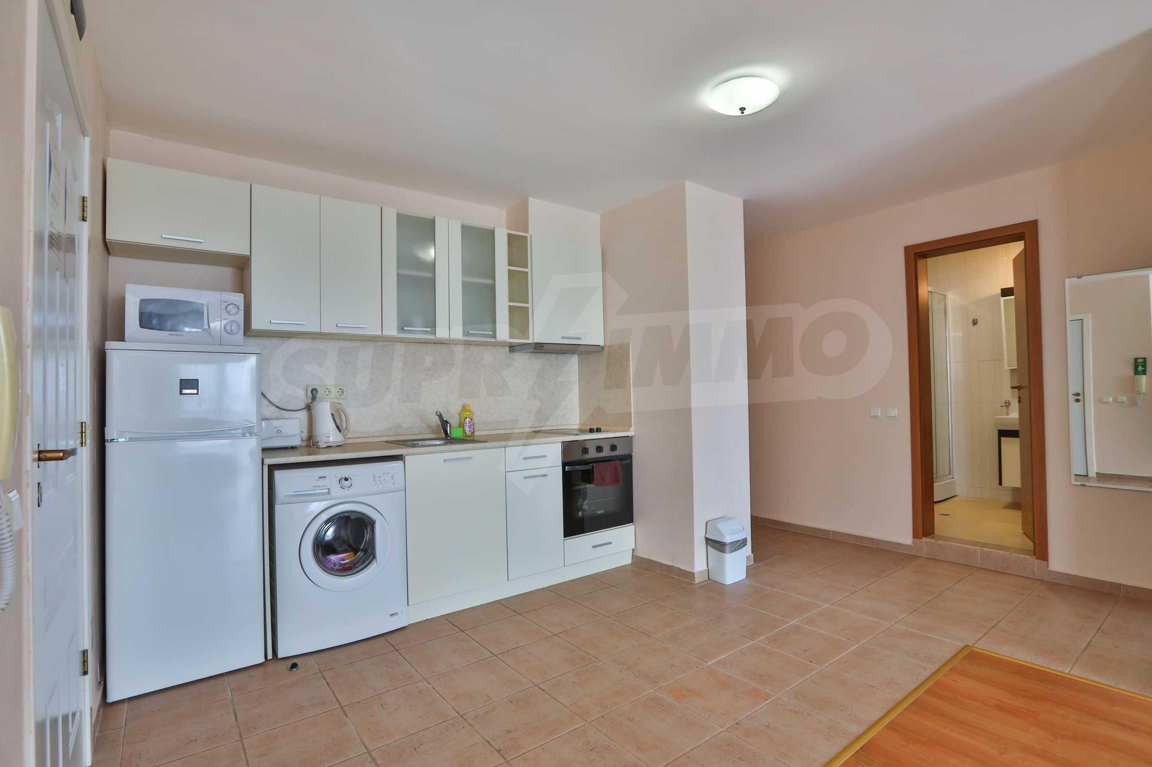 Просторен тристаен апартамент в елитен комплекс на метри от морето 3