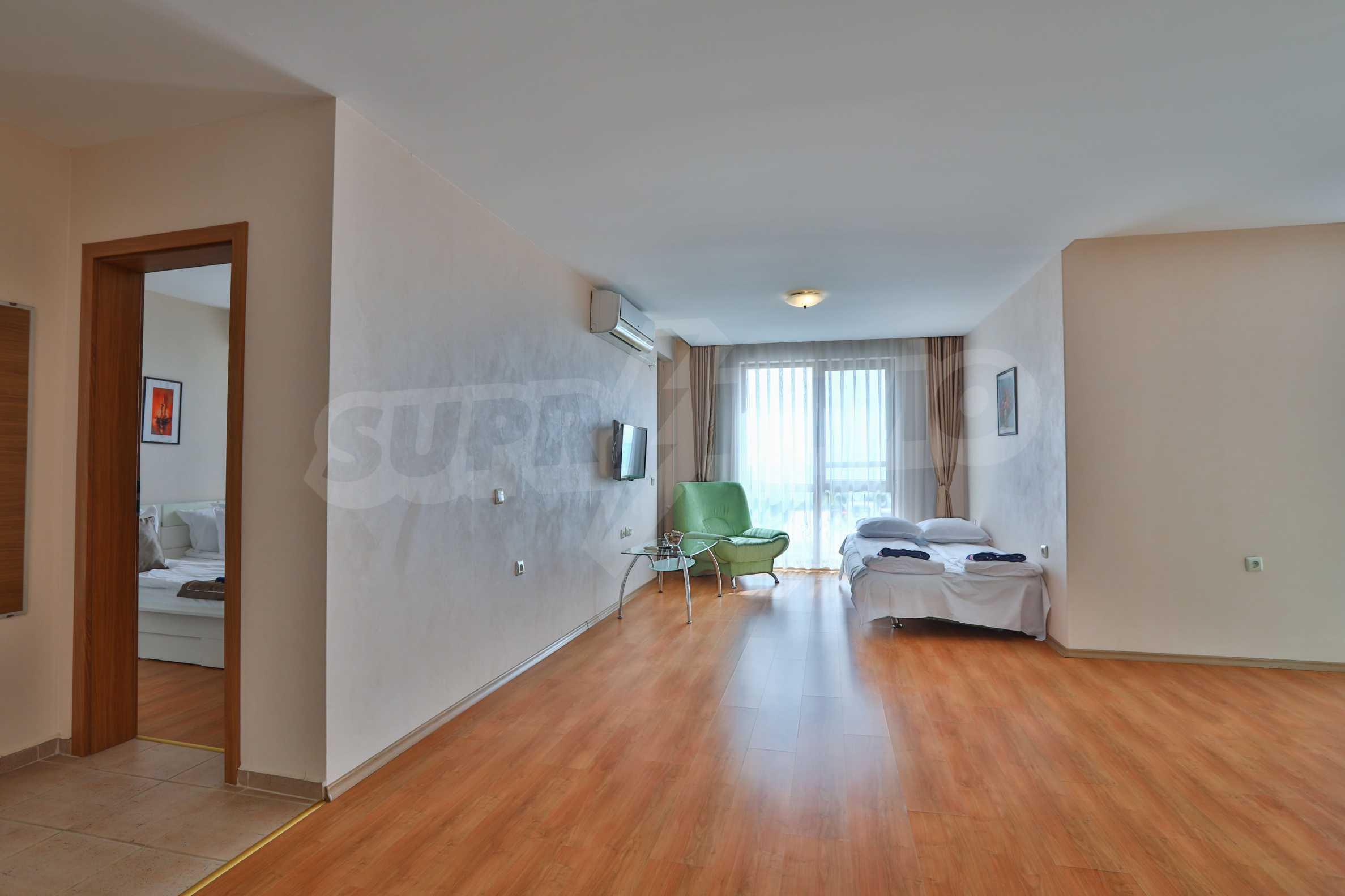 Просторен тристаен апартамент в елитен комплекс на метри от морето 4