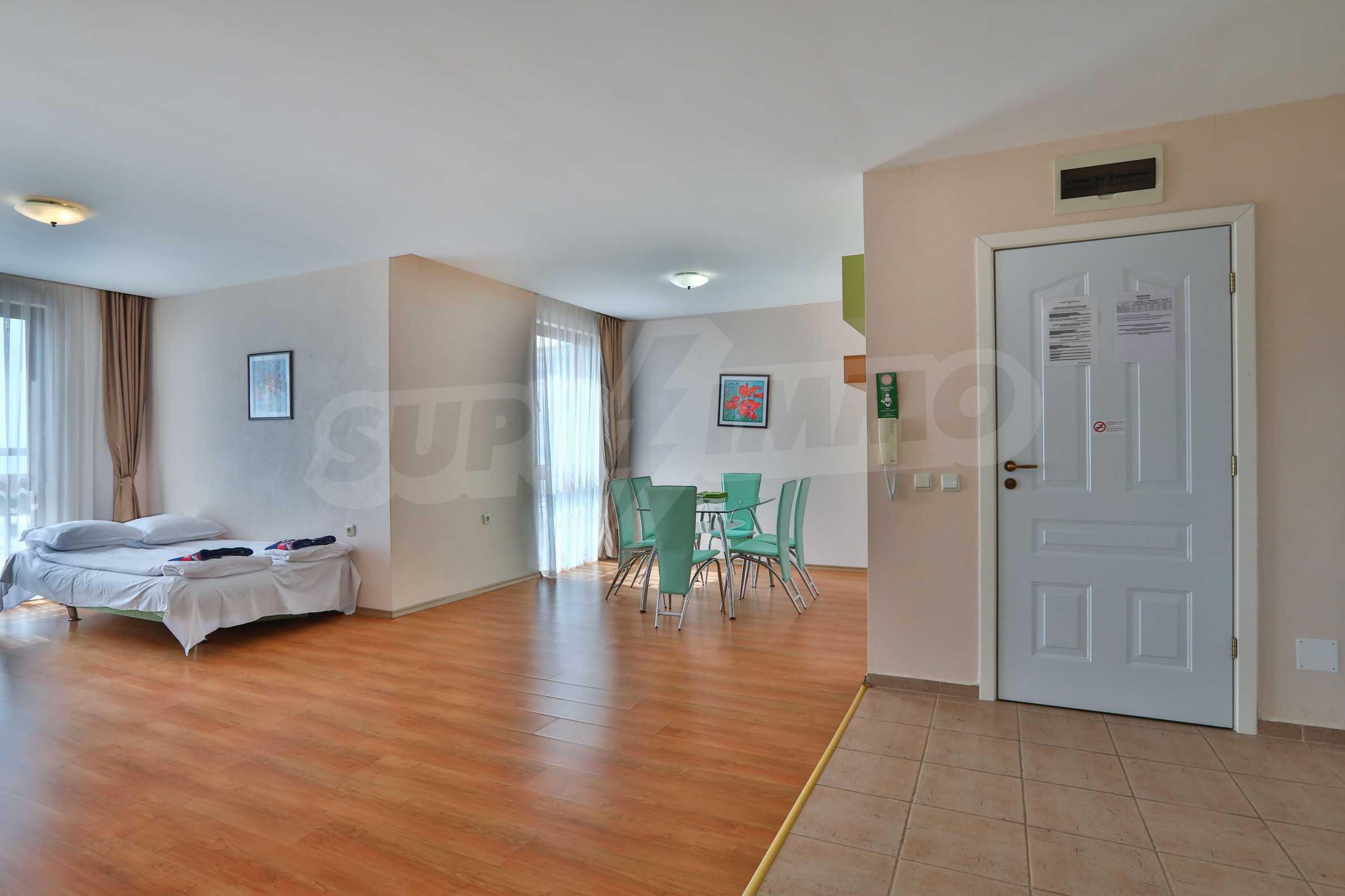 Просторен тристаен апартамент в елитен комплекс на метри от морето 5