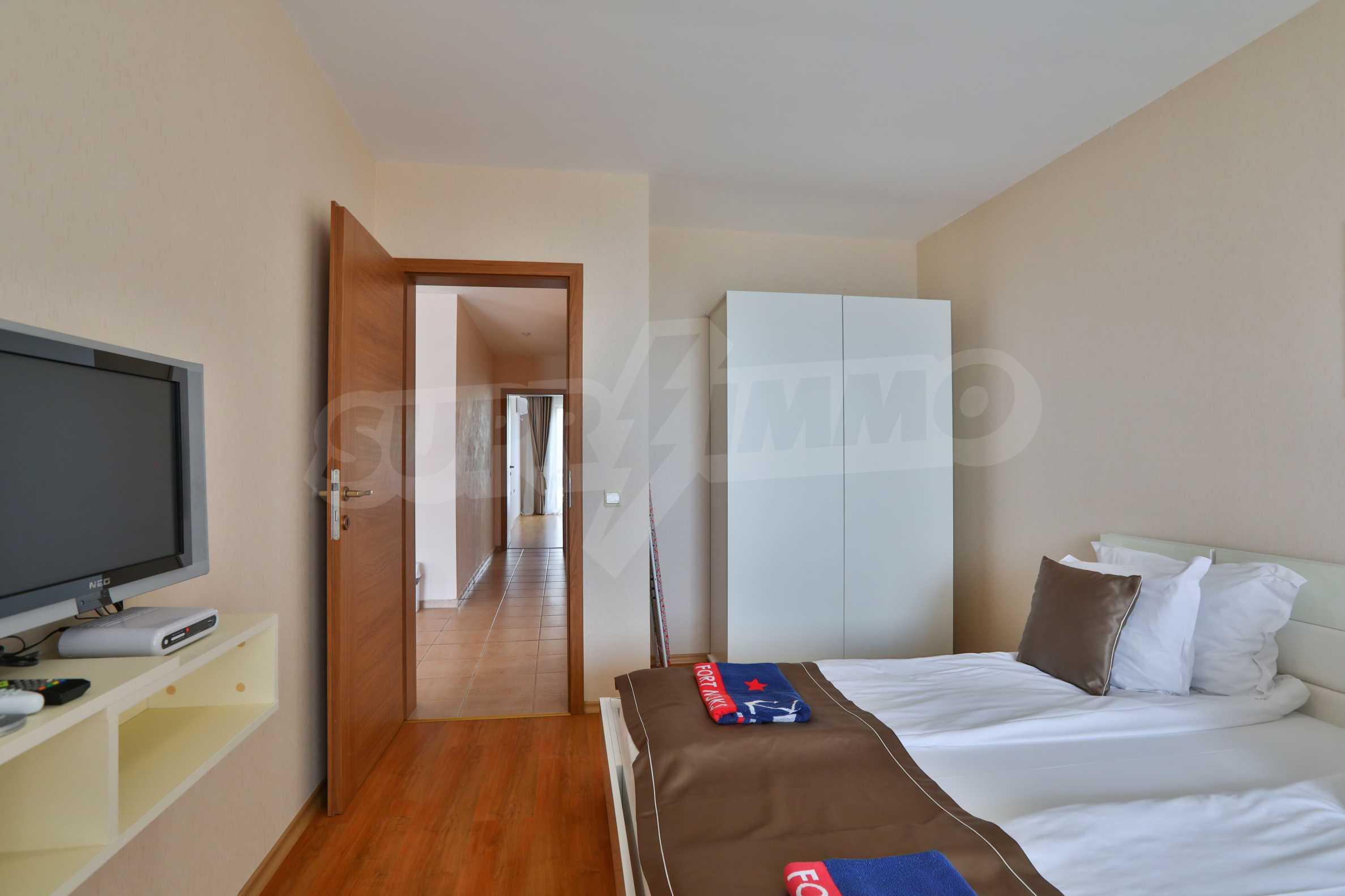 Просторен тристаен апартамент в елитен комплекс на метри от морето 7