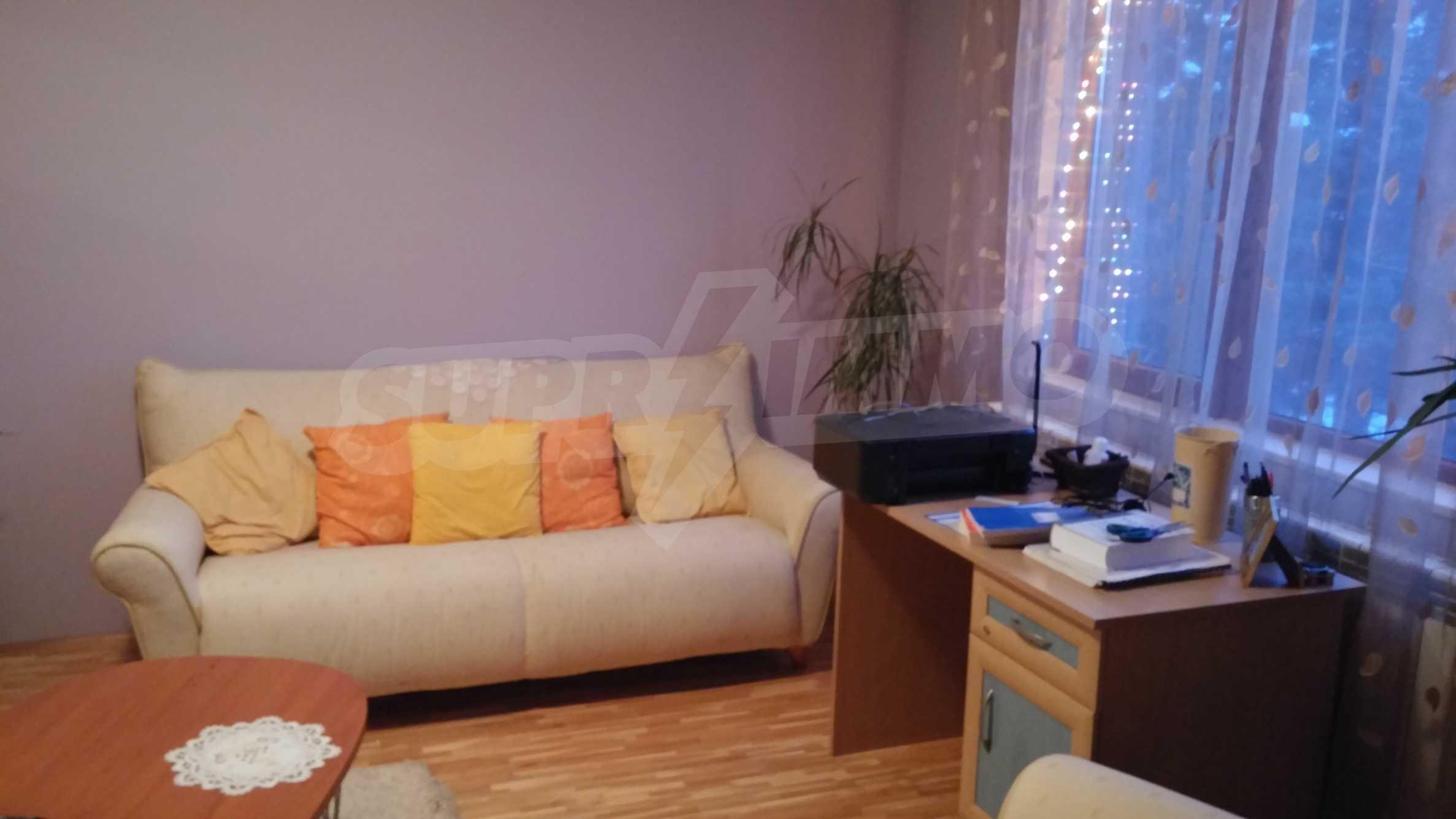 3-етажна къща с озеленен двор и планинска гледка в с. Кокаляне до София 15