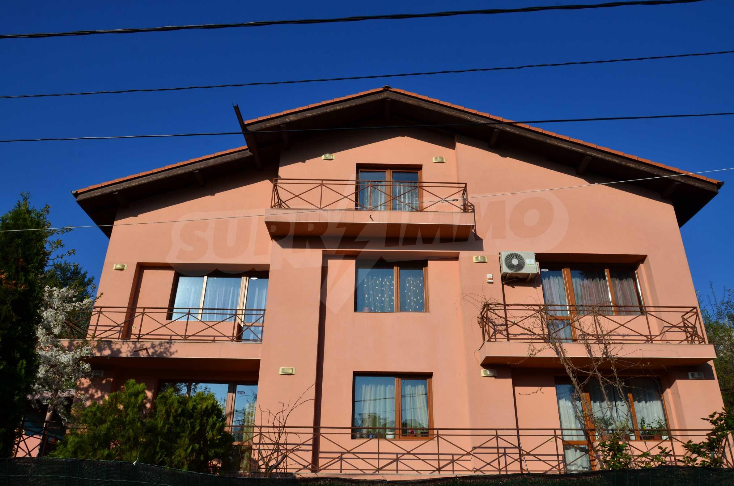 3-етажна къща с озеленен двор и планинска гледка в с. Кокаляне до София 2