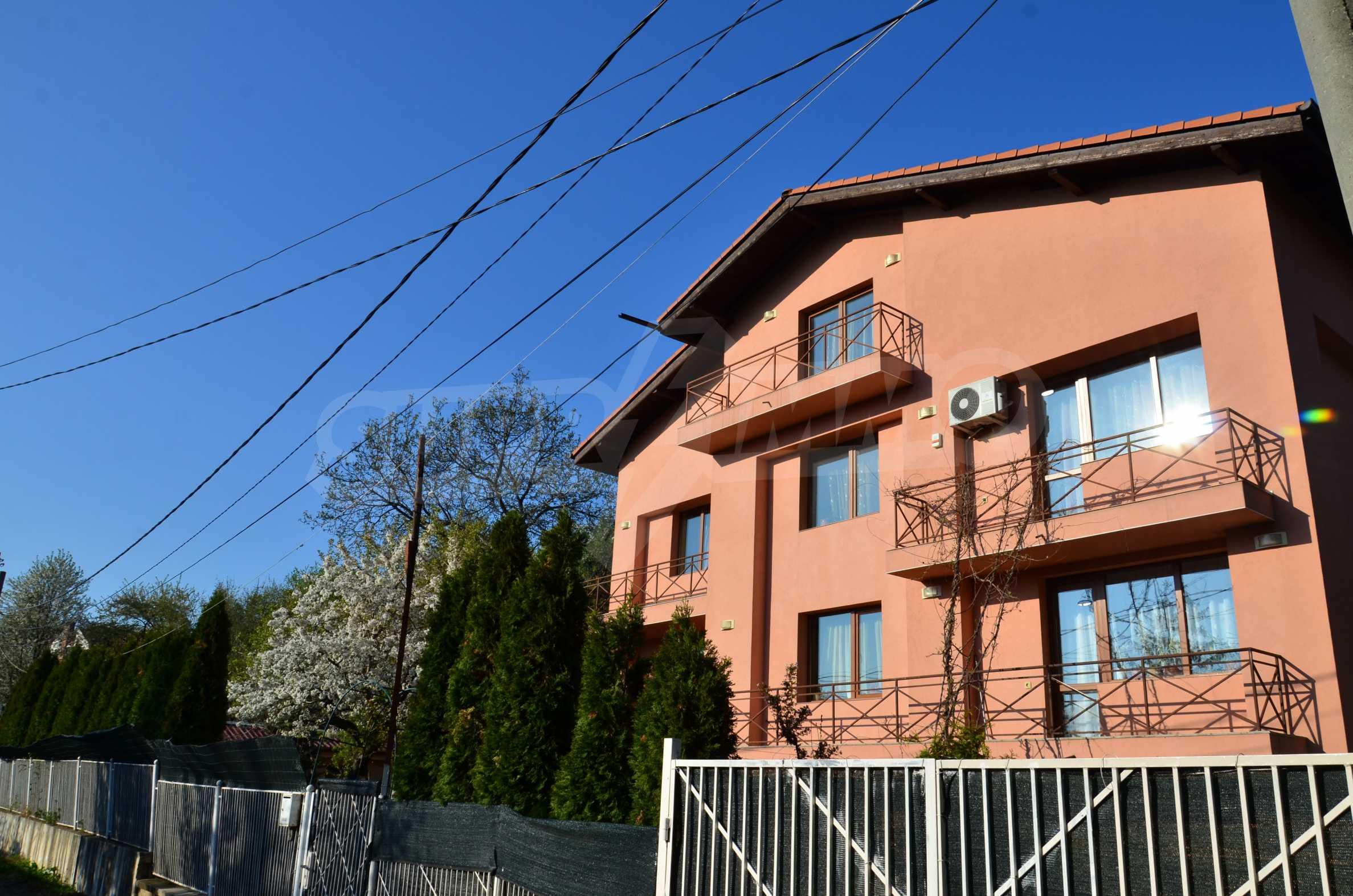3-етажна къща с озеленен двор и планинска гледка в с. Кокаляне до София 3