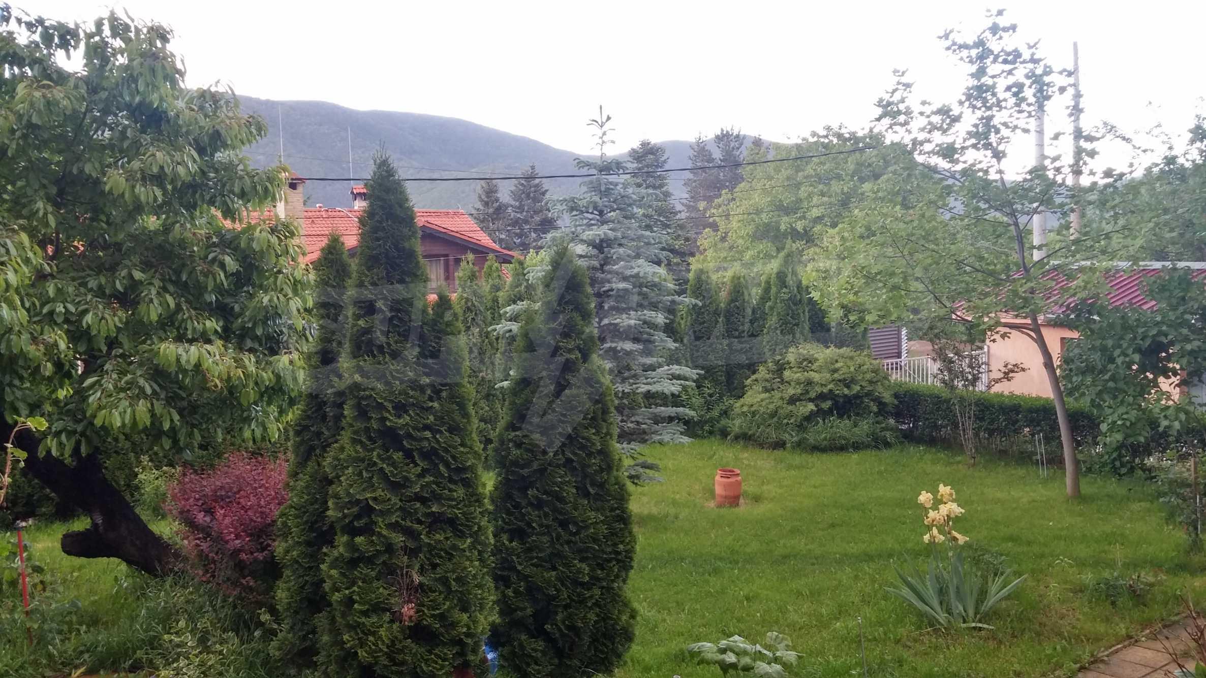 3-етажна къща с озеленен двор и планинска гледка в с. Кокаляне до София 4