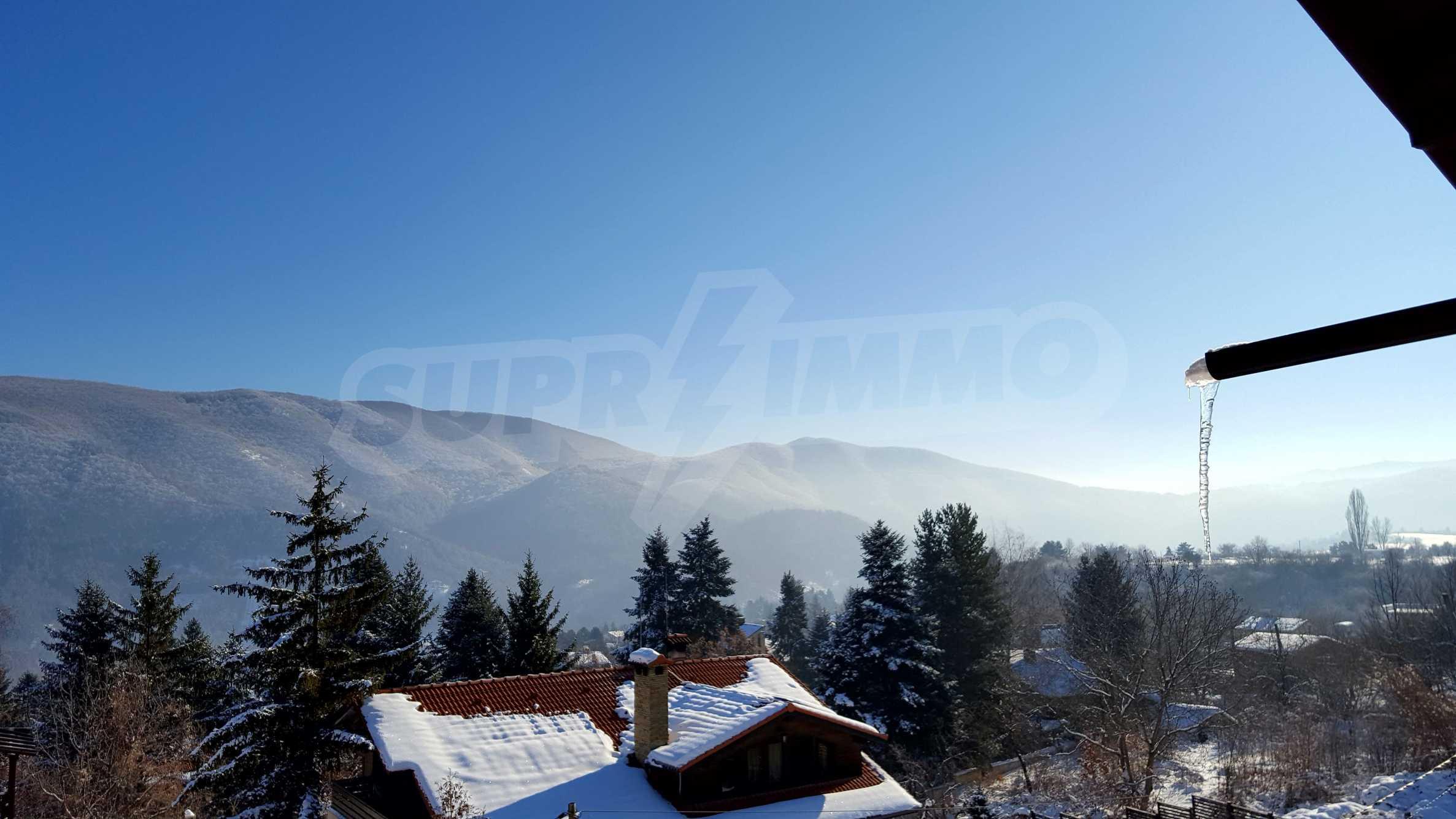 3-етажна къща с озеленен двор и планинска гледка в с. Кокаляне до София 5