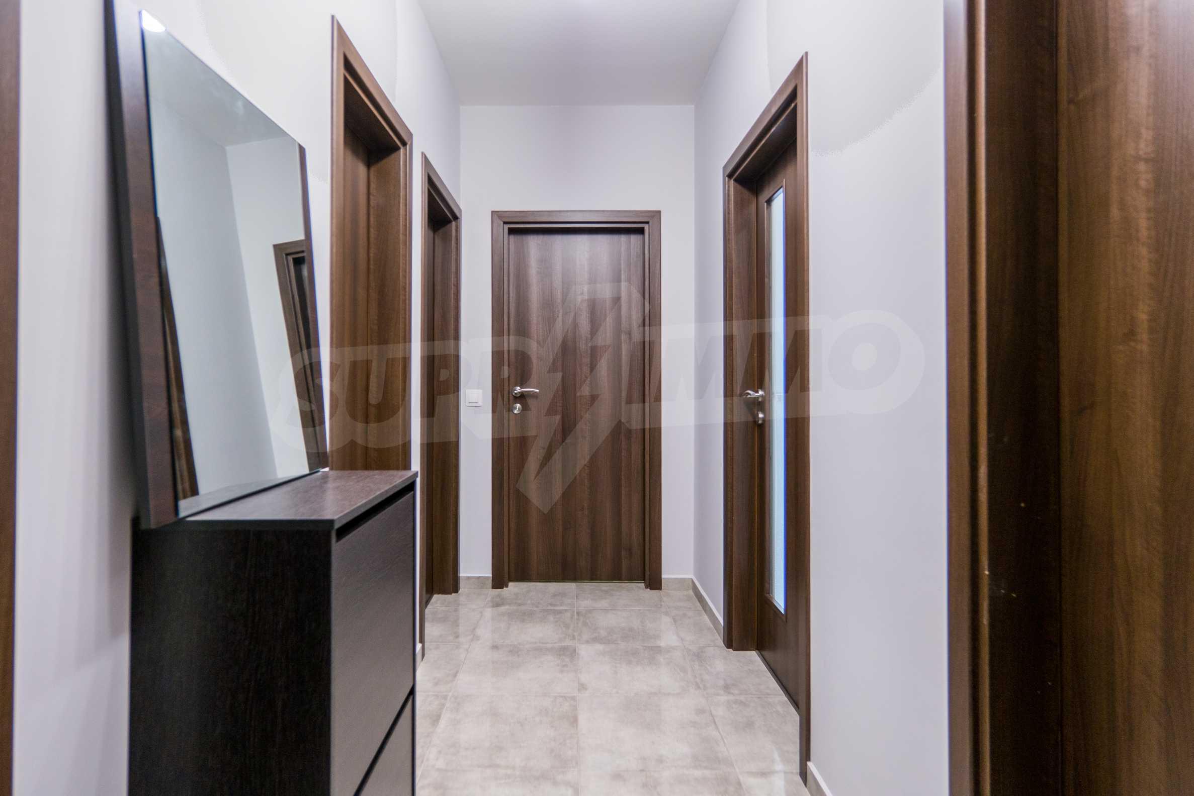 Полностью меблированная трехкомнатная квартира с гаражом 10