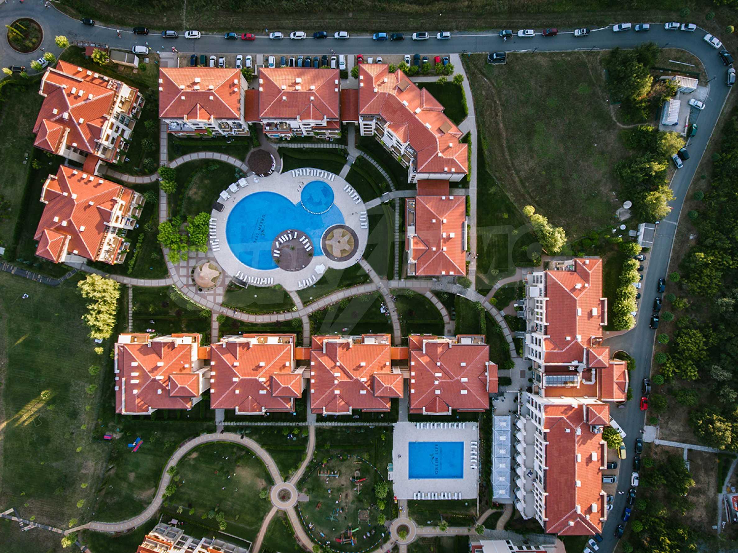 ПРОМО цени! Напълно завършена или нова къща в строеж на 100 метра от плажа 28