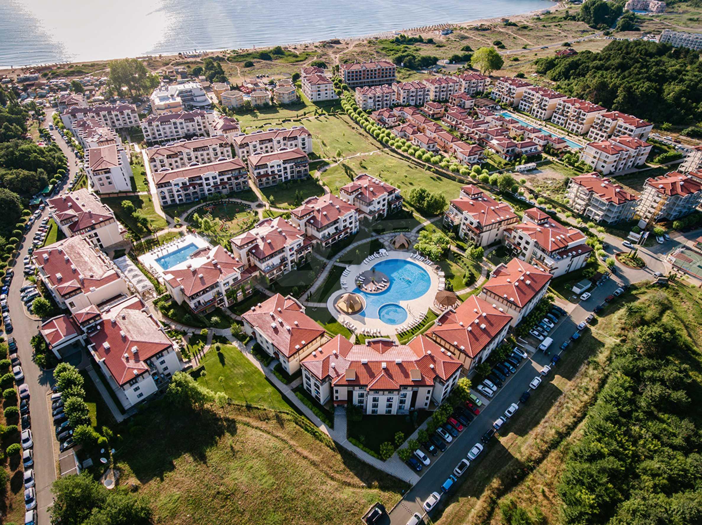 ПРОМО цени! Напълно завършена или нова къща в строеж на 100 метра от плажа 1