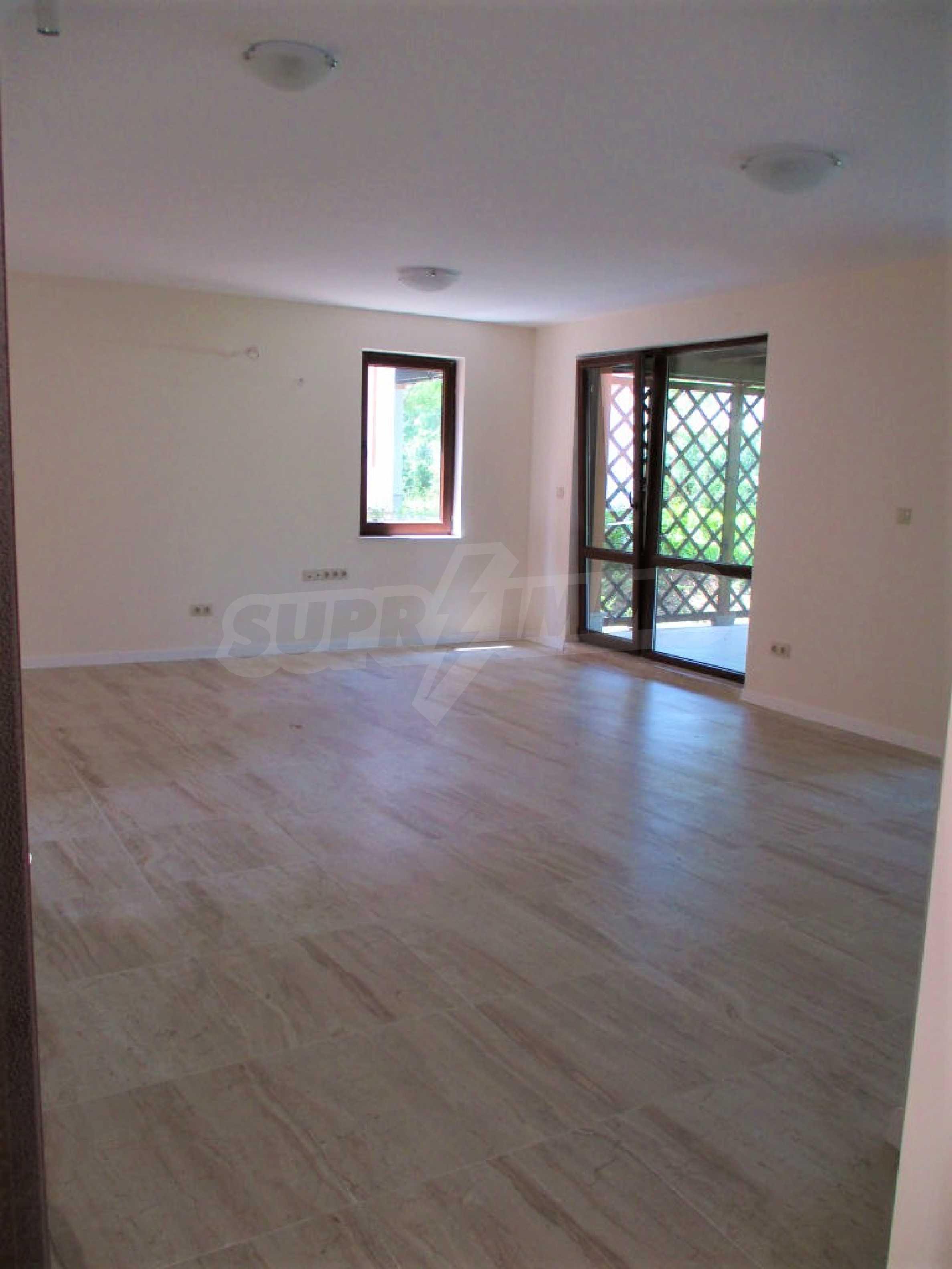 ПРОМО цени! Напълно завършена или нова къща в строеж на 100 метра от плажа 32