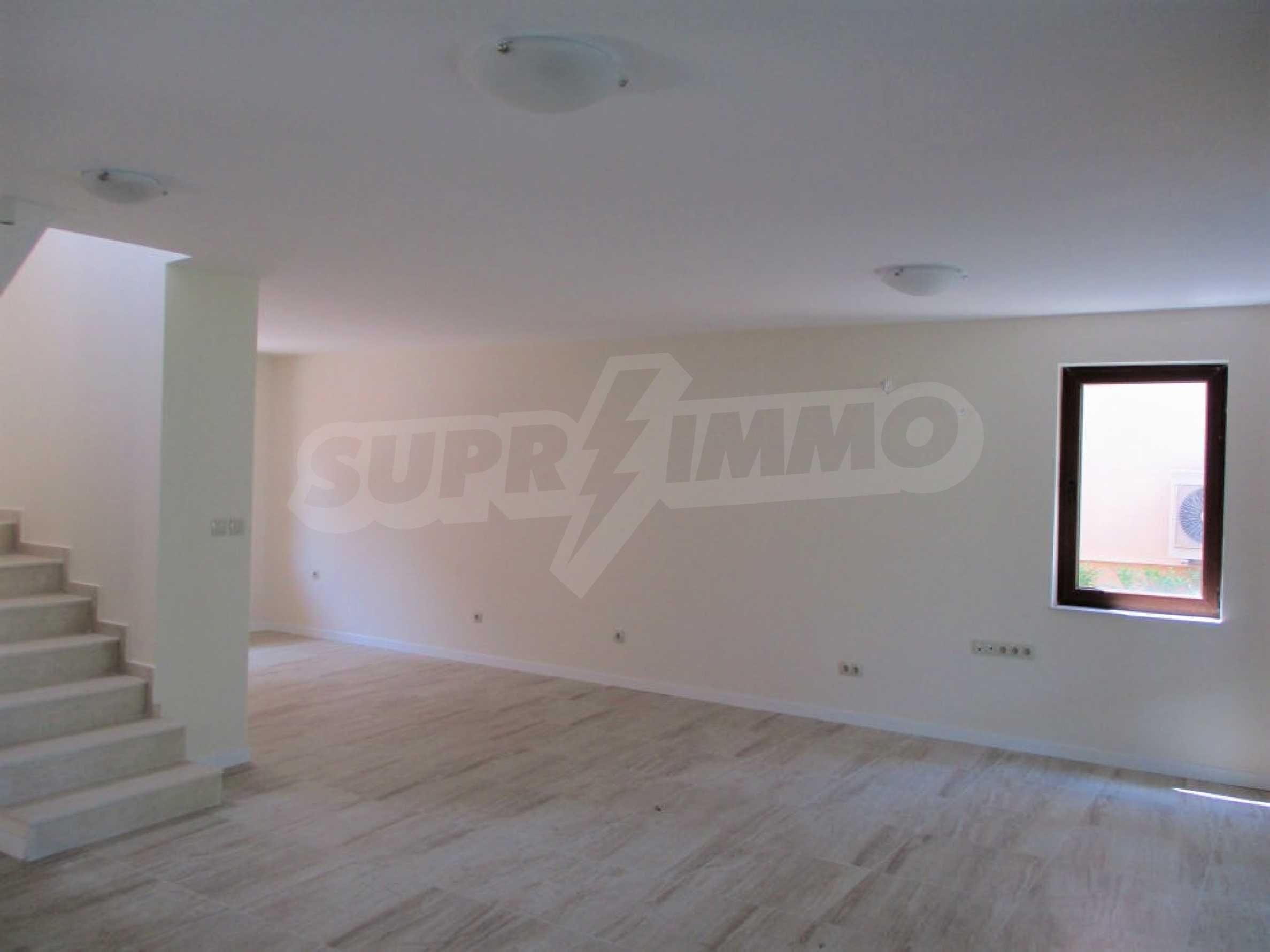 ПРОМО цени! Напълно завършена или нова къща в строеж на 100 метра от плажа 33